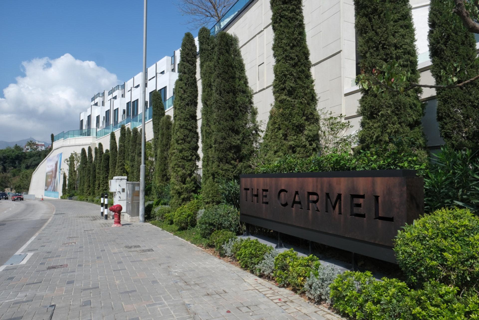 「The Carmel」位於大欖青山公路旁,交通未算方便。(羅君豪攝)