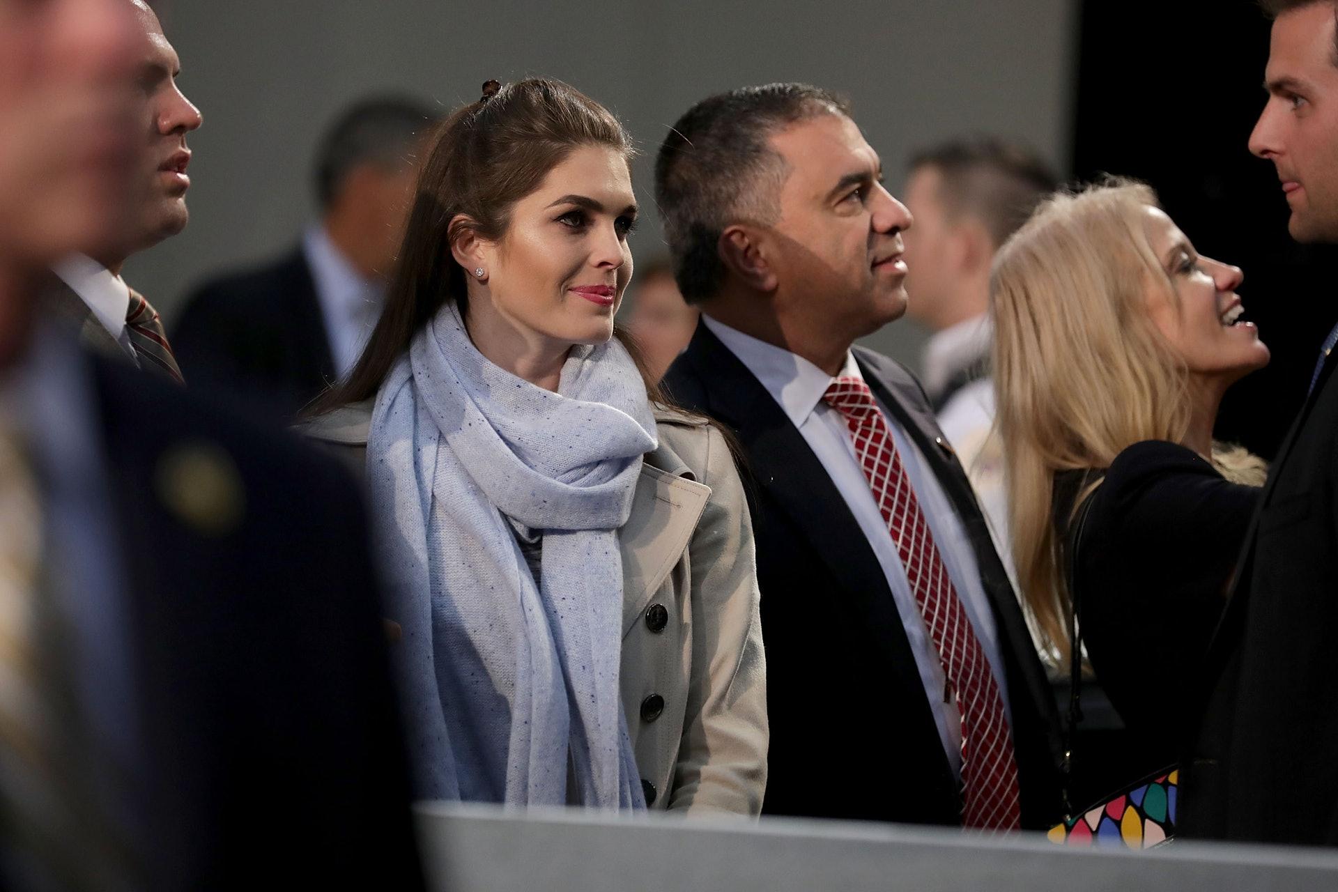 希克斯:進入集團後,希克斯迅速贏得特朗普信任。2015年1月,特朗普將她叫到辦公室,稱自己有意參加來年大選,並希望委任她成為新聞秘書。圖為2016年11月,希克斯現身特朗普的競選集會。(Getty)