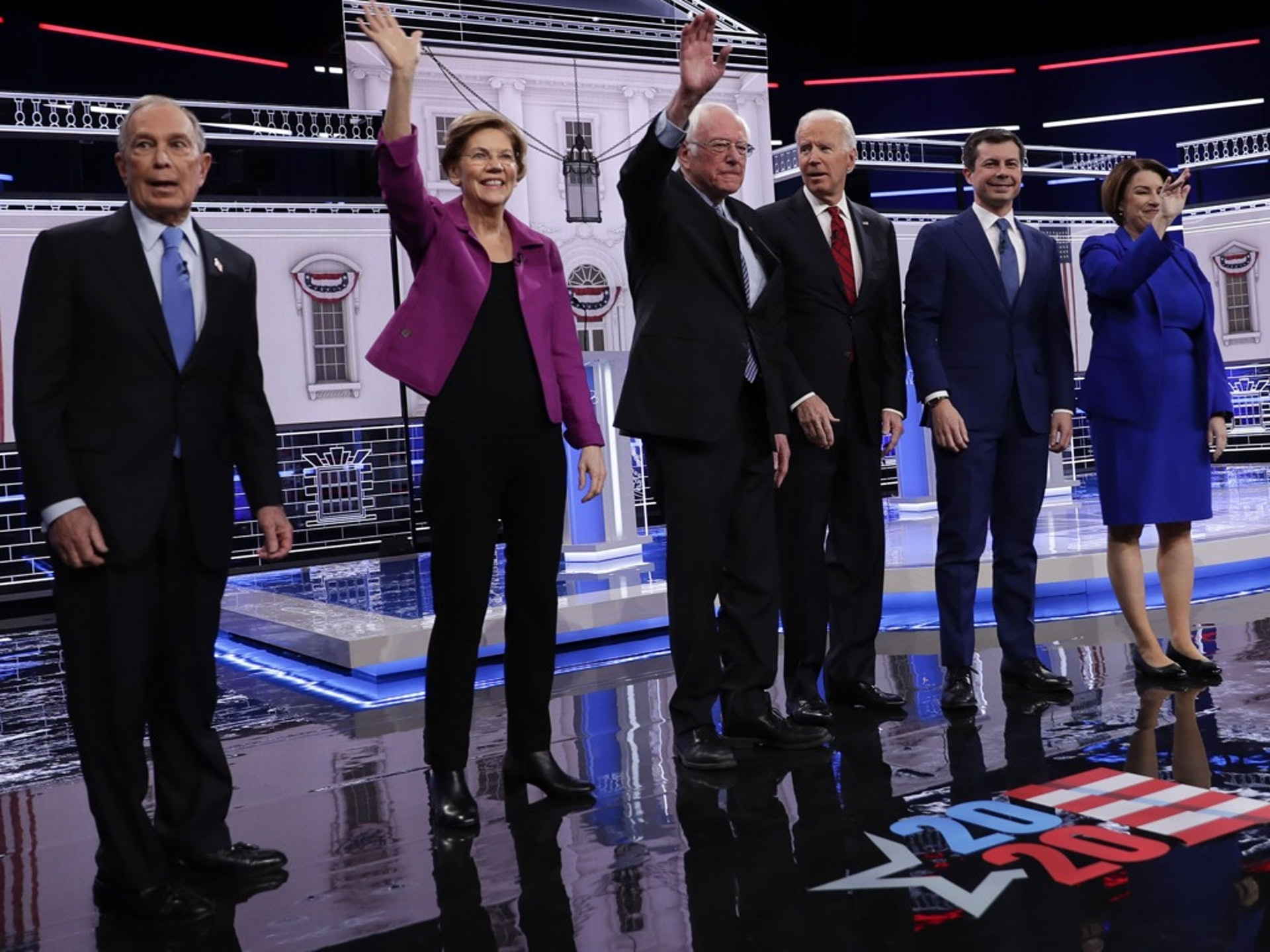2月19日,美国民主党总统初选第九场辩论在内华达州拉斯韦加斯登场。(AP)