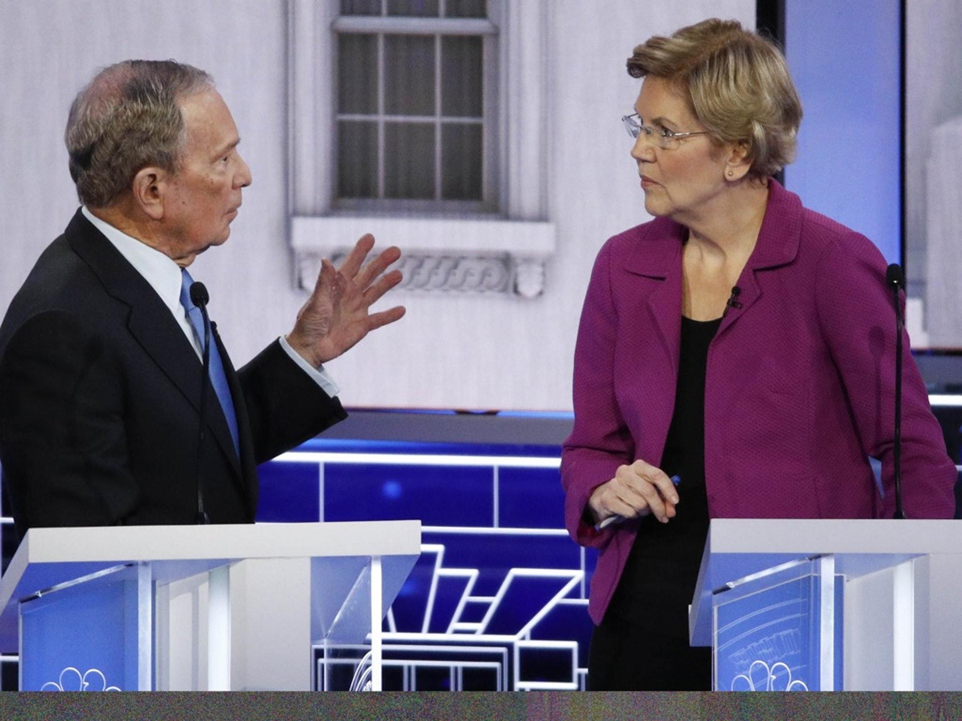 2月19日,美国民主党总统初选第九场辩论在内华达州拉斯韦加斯登场。左翼参选人沃伦(右)整场将攻击矛头对准了布隆伯格。(AP)