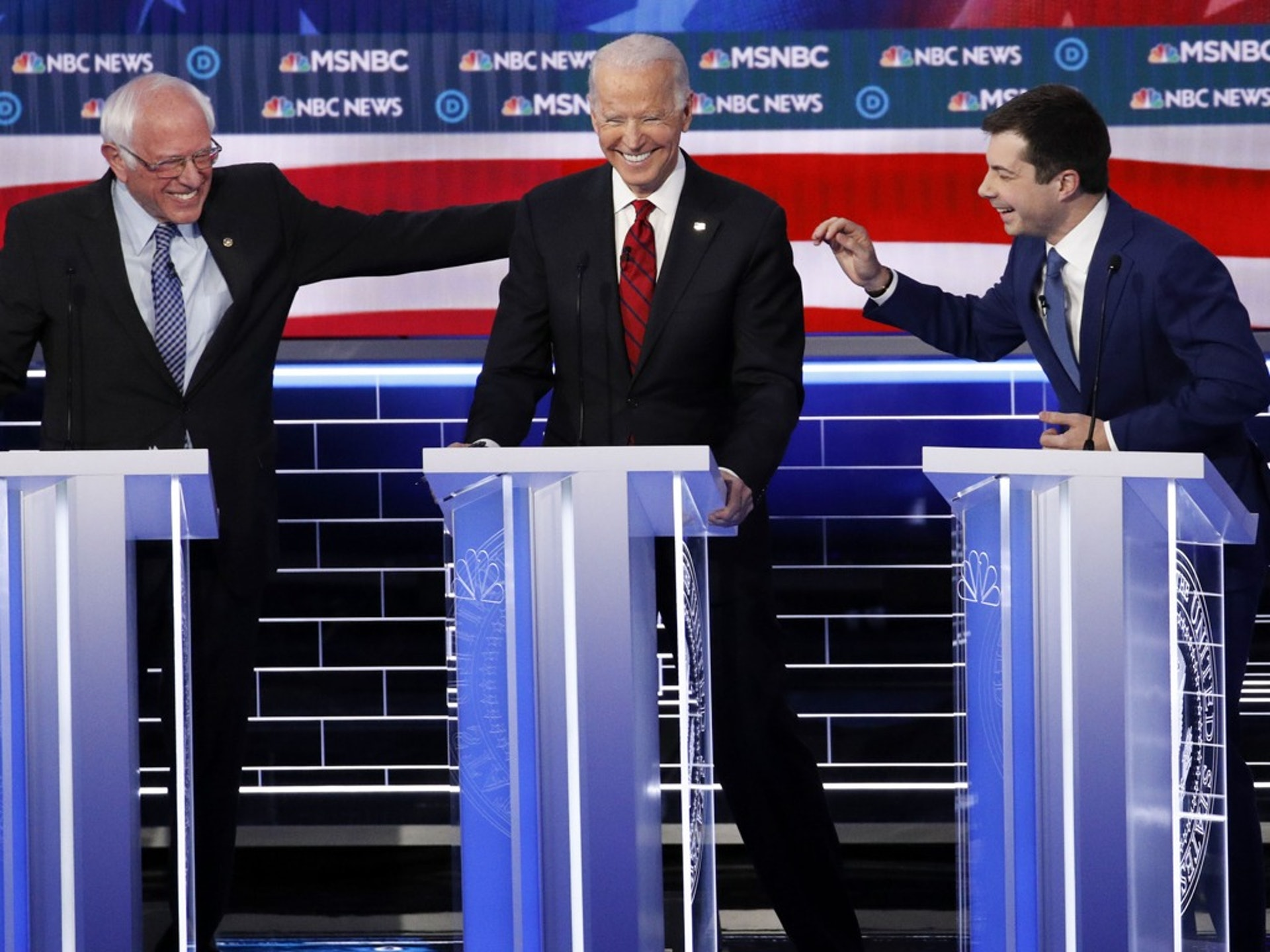 2月19日,美国民主党总统初选辩论在内华达州拉斯韦加斯举行。美国前副总统拜登表现好于预期。(AP)