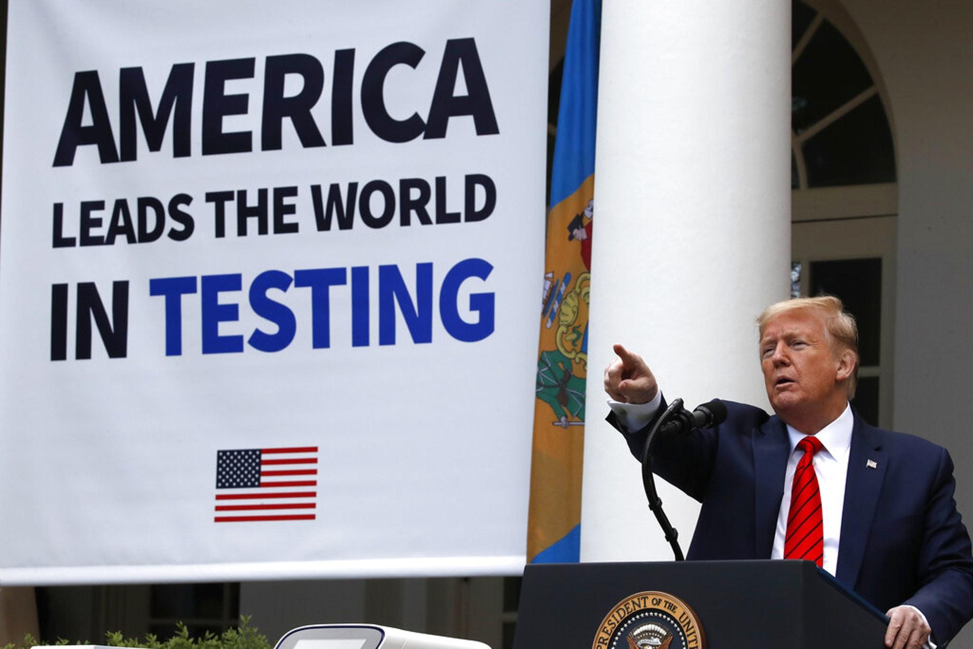 美國新冠肺炎疫情:圖為美國總統特朗普5月11日在白宮出席記者會,談及國內疫情狀況。(AP)