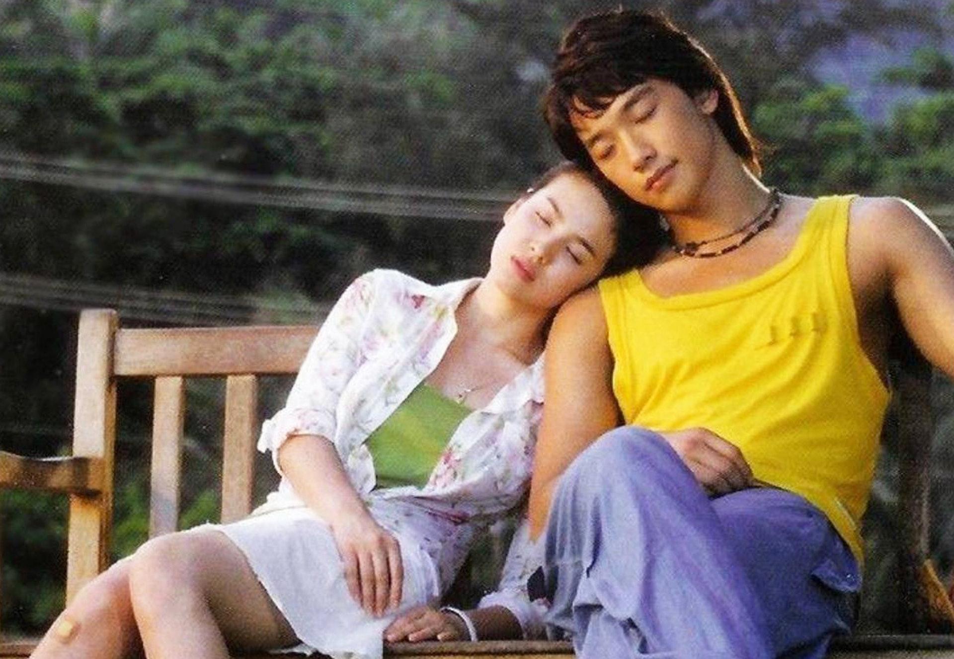 宋慧喬與Rain(鄭智薰)2004年合演《浪漫滿屋》,被指戲假情真。(電視劇《浪漫滿屋》劇照)