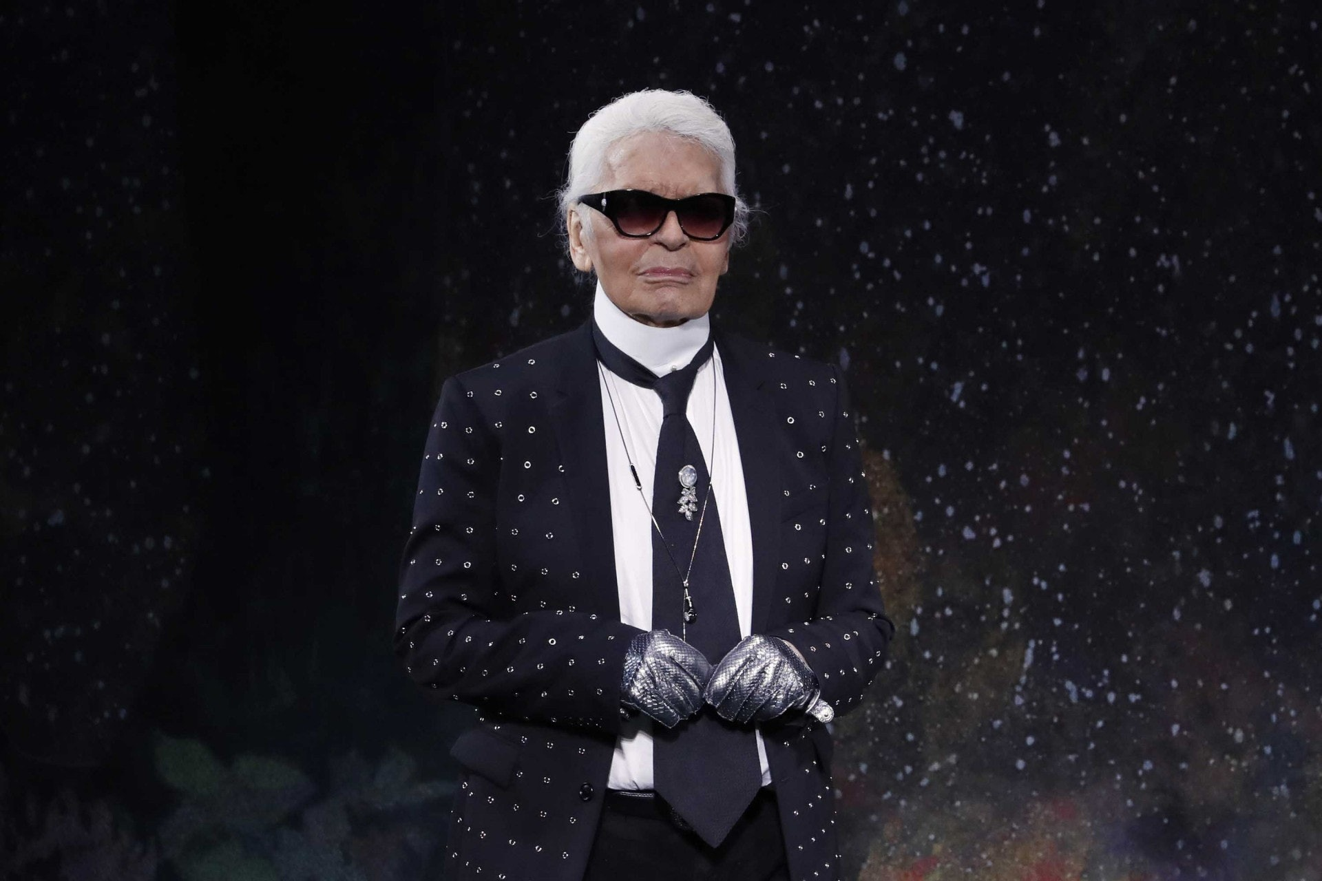 CHANEL創意總監、有「老佛爺」之稱的卡爾拉格斐(Karl Lagerfeld)去年因胰臟癌離世。(CNN)