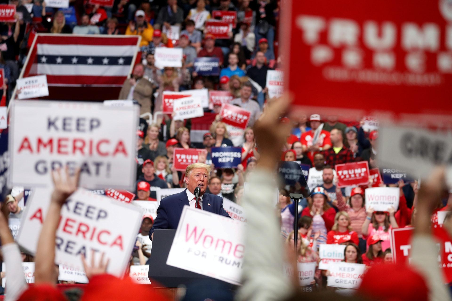 美國大選:美國總統特朗普3月2日在北卡羅來納州夏洛特出席競選集會並發表講話。(AP)