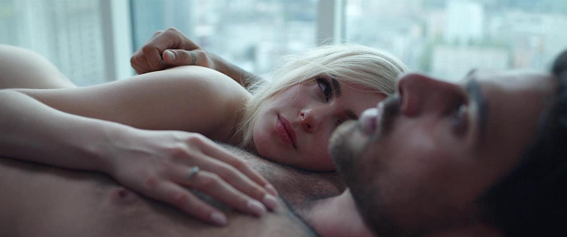 《禁室 365 天》成為全球熱話,男、女主角自然成為網絡熱話。(《禁室 365 天》劇照)