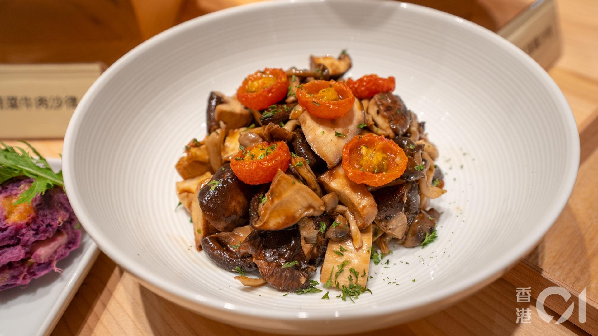 熱盤方面,黑木耳醬烤茄子有著本菇的香味,撈飯食一流。