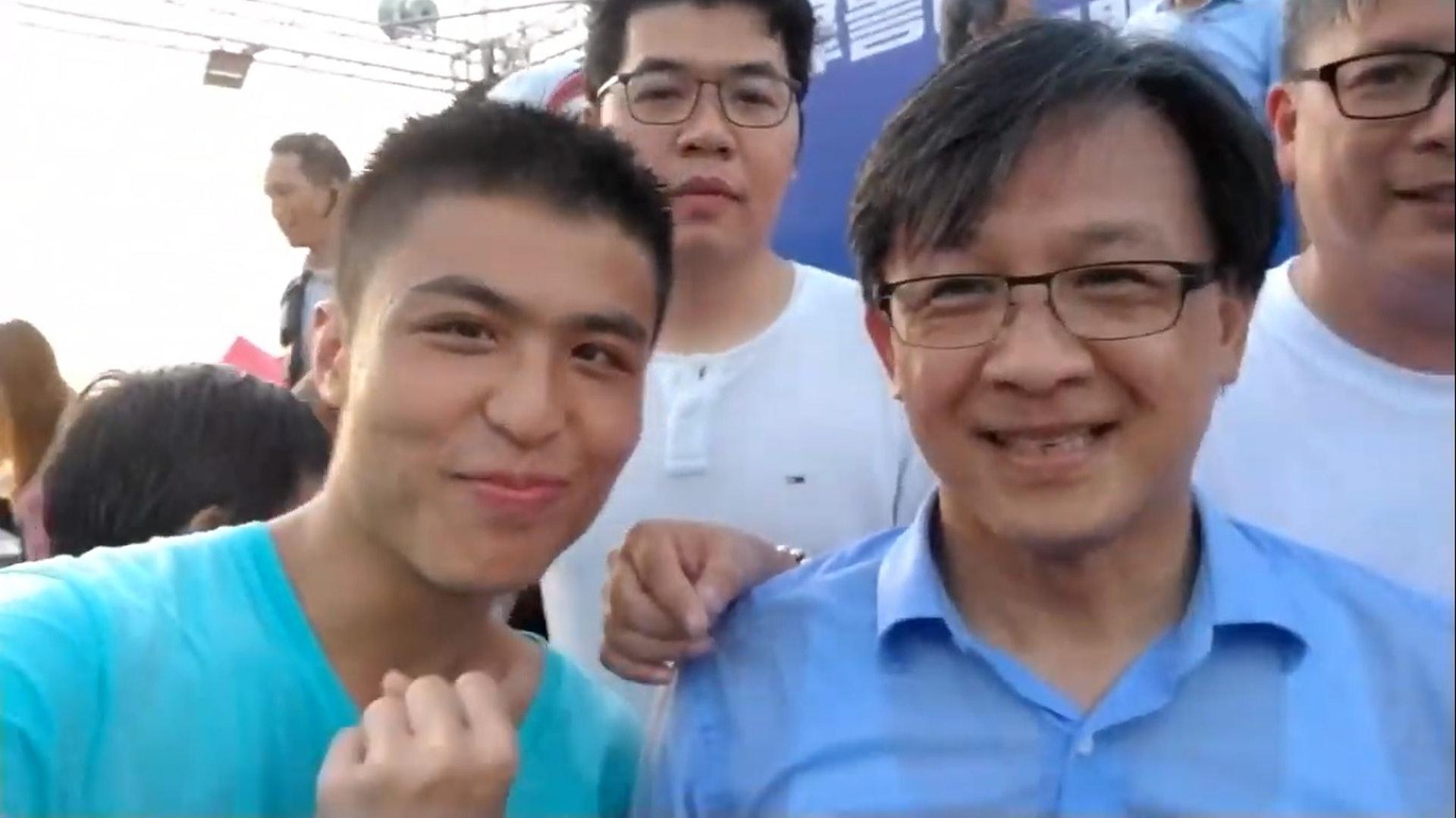 劉馬車曾在撐警活動中與立法會議員何君堯合照。(YouTube/@劉馬車Carriage)