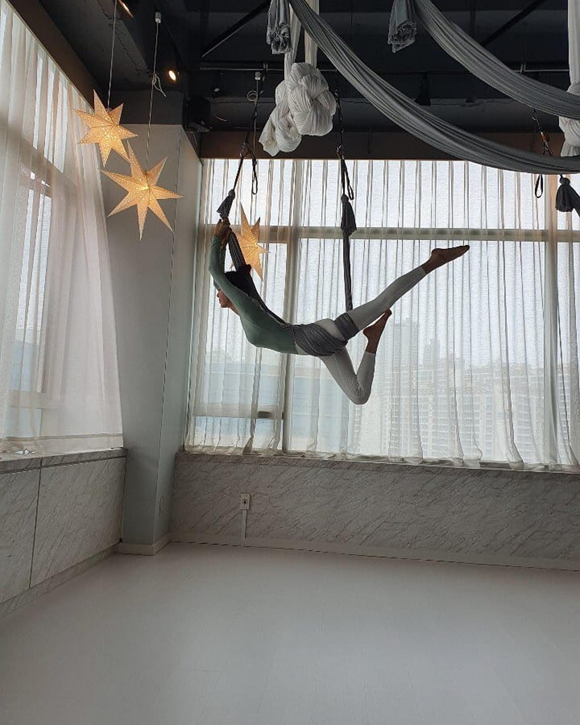 李多熙過去曾表示自己不愛做運動,但近年愛上了空中瑜珈。(Instagram:@dahee0315)