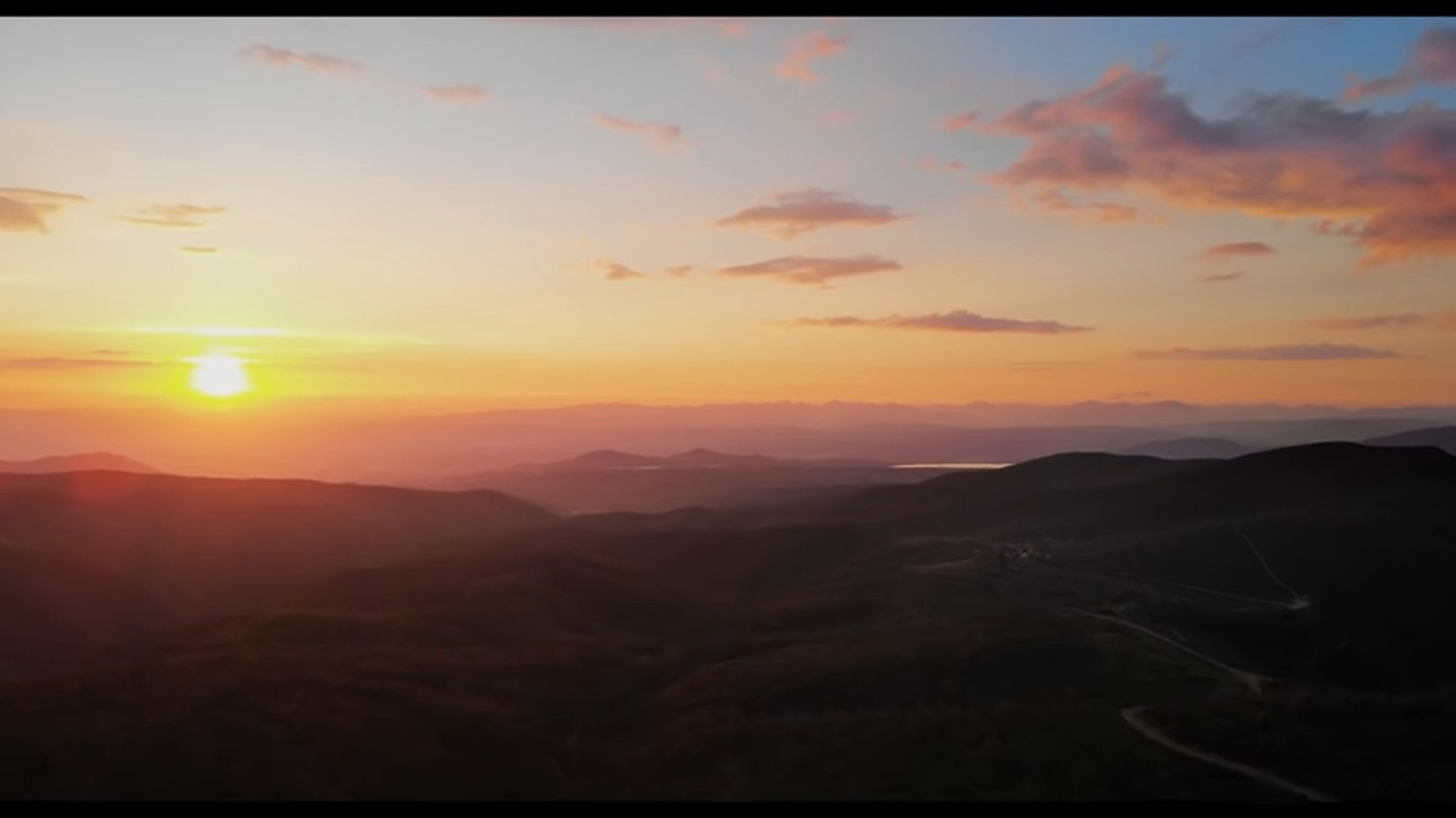 《聖雅各的天空》電影預告片截圖(YouTube / Camino Skies)