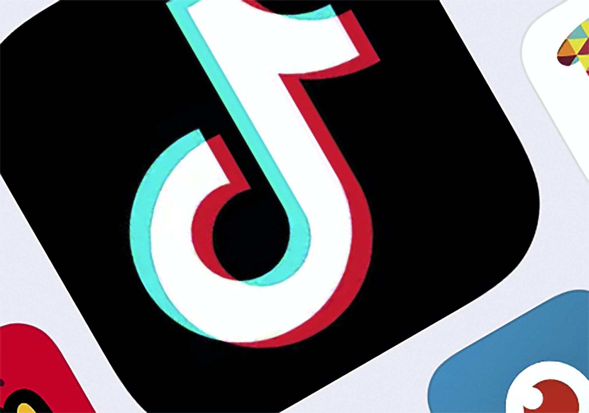 美国「封杀」TikTok:路透社2020年8月1日引述消息人士报道,TikTok母公司字节跳动同意完全剥离TikTok的美国业务。 报道称,在这新方案下,字节跳动的TikTok美国业务将由微软接手。 图为美联社2020年2月25日的图片,相中显示美国纽约的TikTok标志。 (AP)
