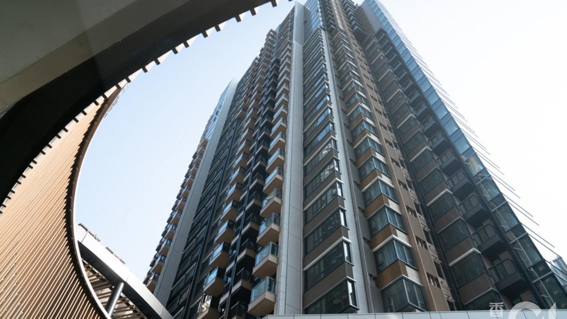 北角柏蔚山3座低層戶,為銀主盤,早前以2,160萬元沽出,呎價2.3萬元創屋苑新低。