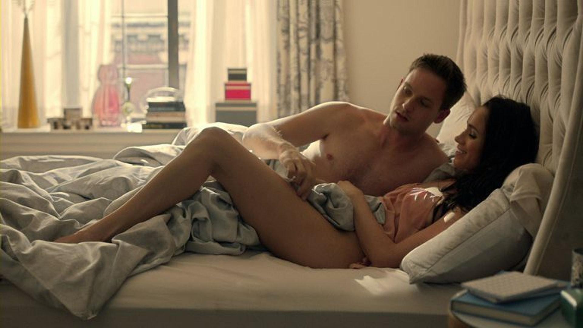梅根在美劇《金裝律師》中有很多性感的演出,更有試過全裸拍床戲。(劇照)