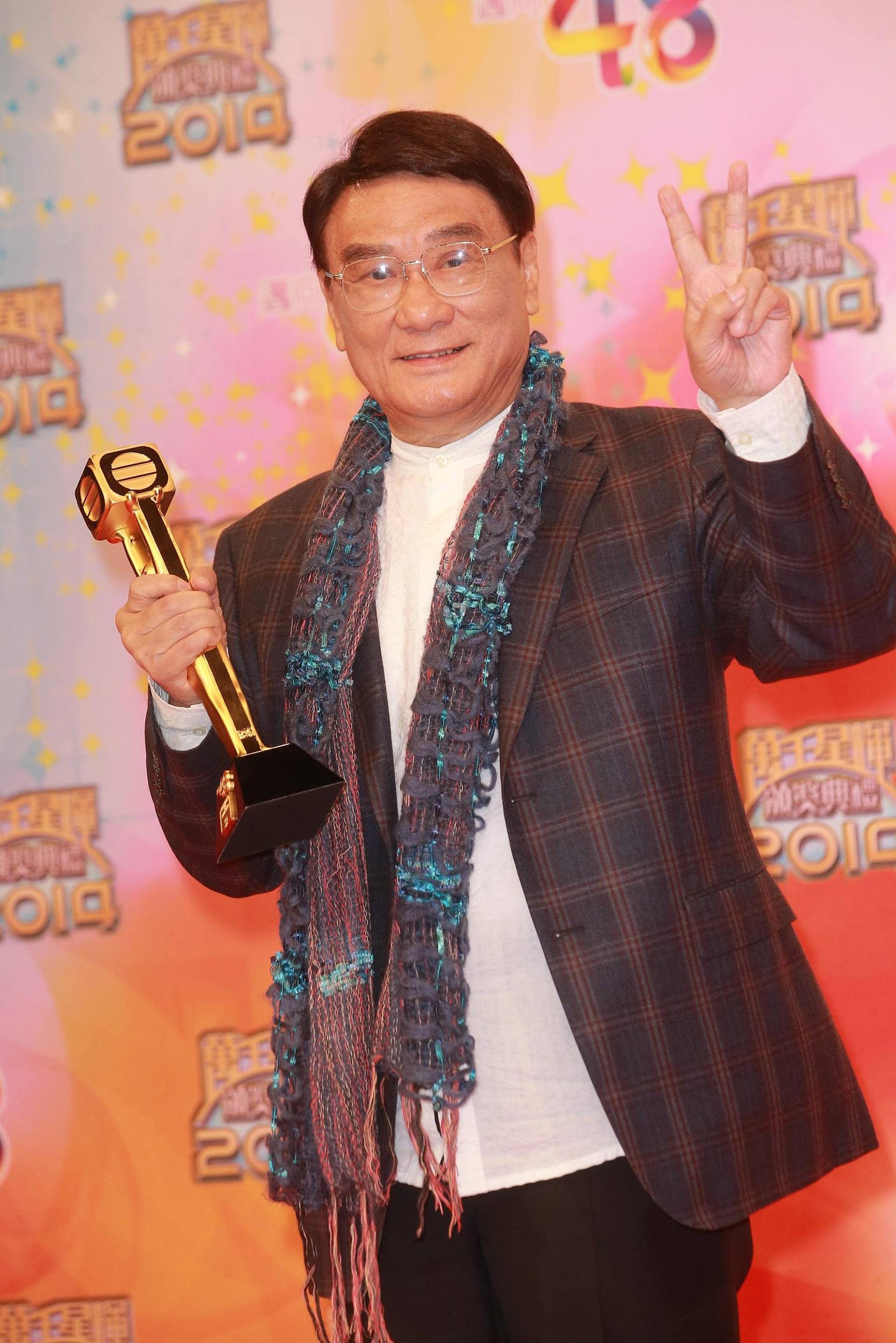 譚炳文在2014年榮獲「萬千光輝演藝人大獎」。(視覺中國)