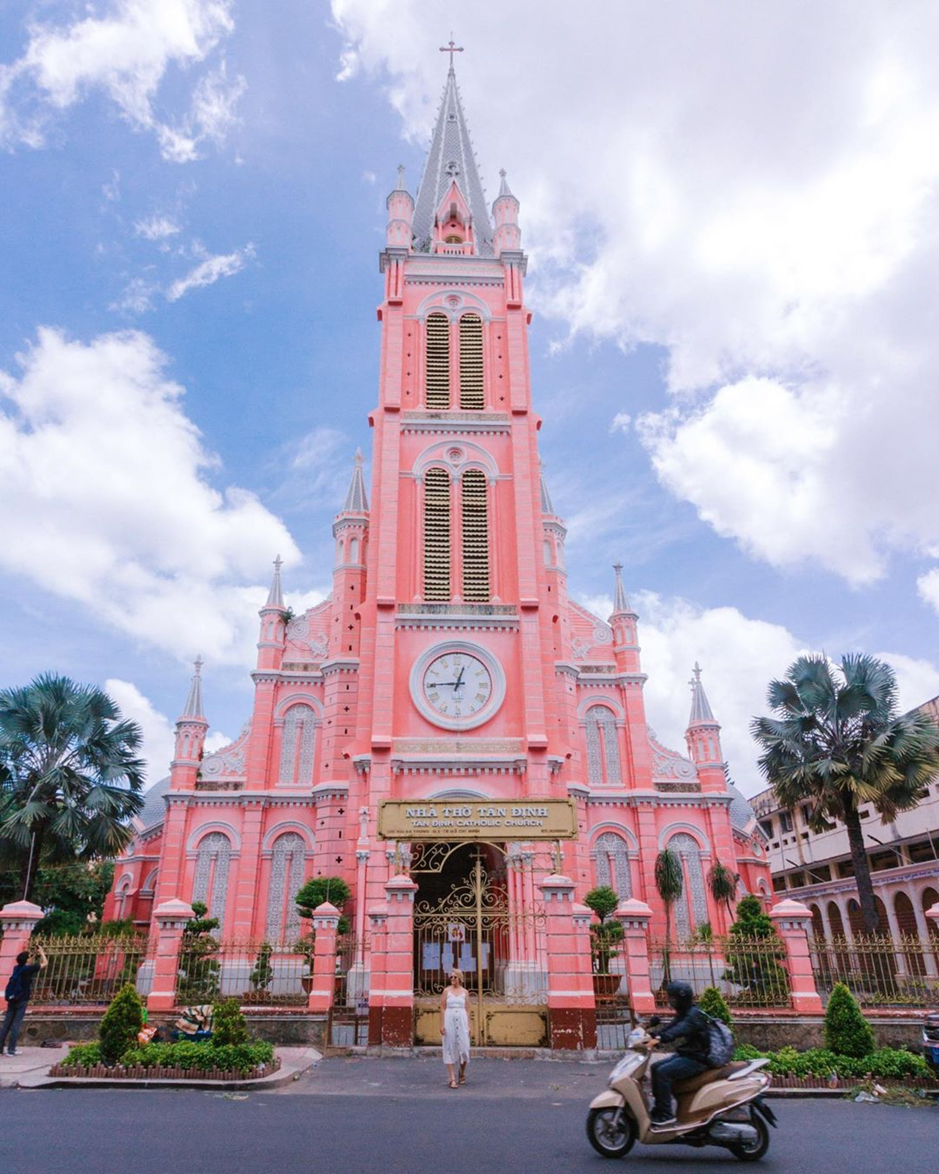 越南─粉紅教堂Tan Dinh Church(Ig@milesofsmiles)