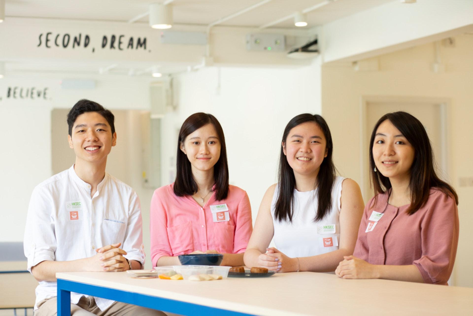 四名大學生去年組成團隊參加香港社會企業賽,創辦社企「軟膳點 Mealingful」,一舉奪得冠軍。(龔嘉盛攝)