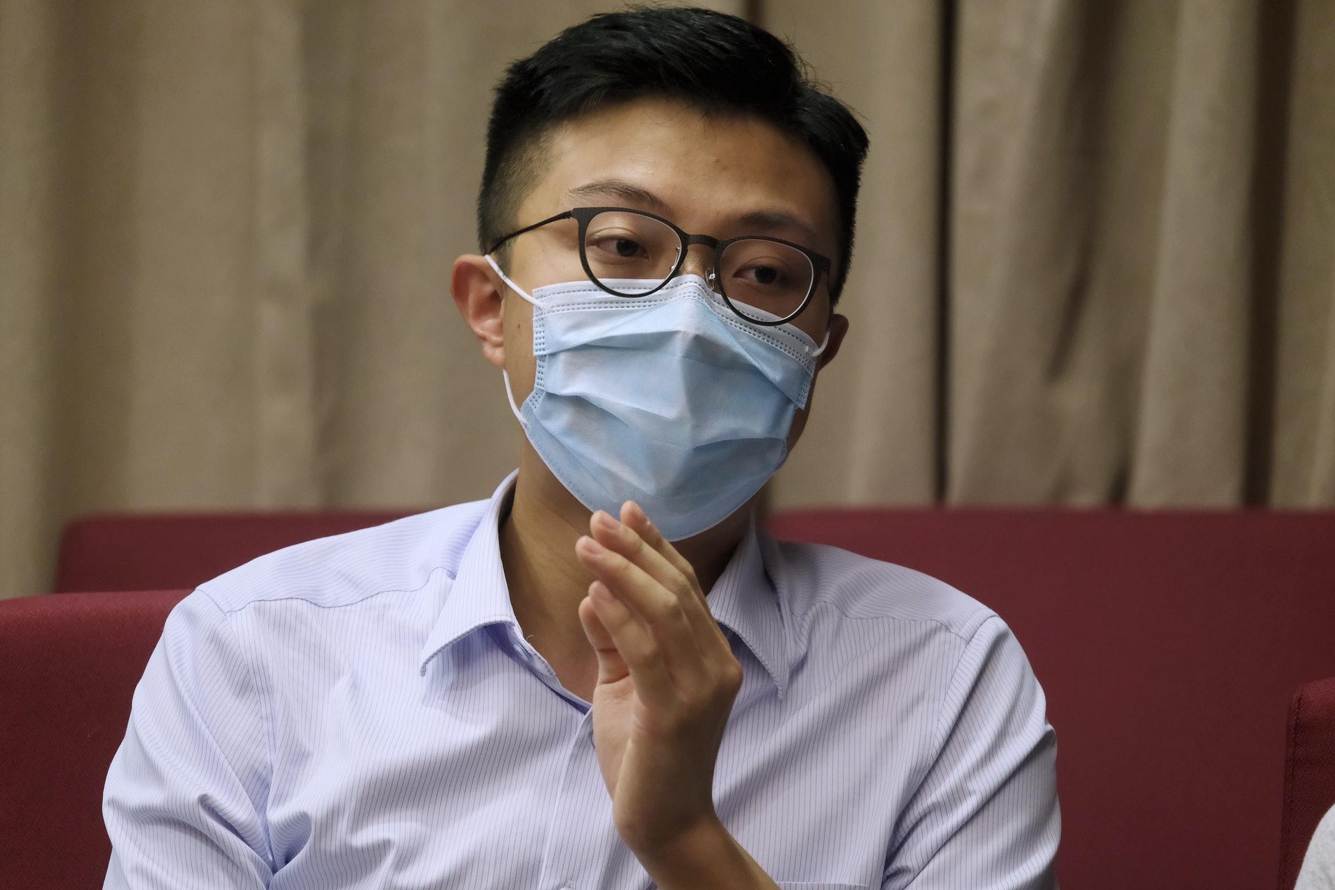 顏雋提到,相比起以往的便椅,尺寸更適合香港狹窄的居所,期望可於一年內以約三千元的售價推出市場。 (歐嘉樂攝)