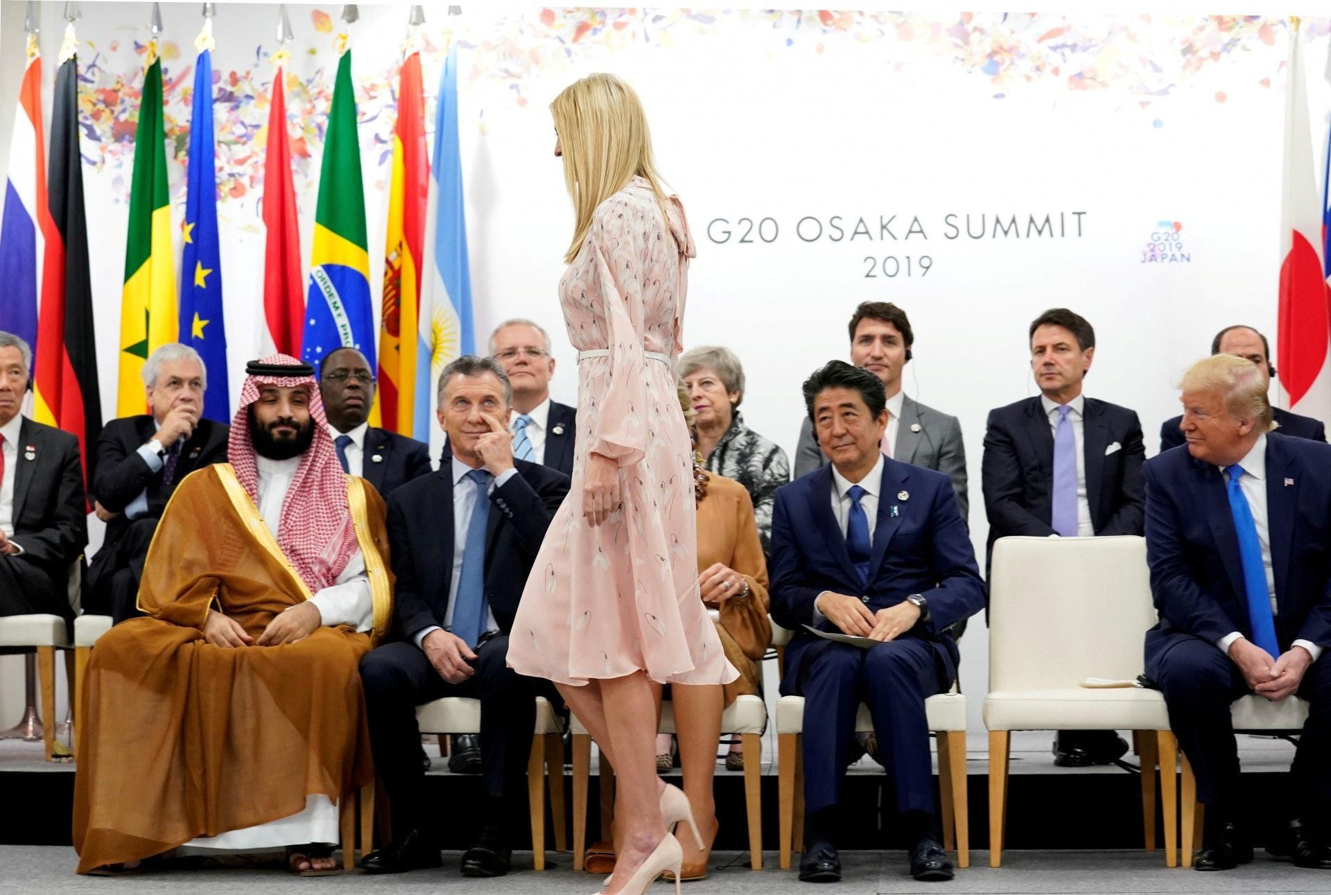 美國第一千金伊萬卡:伊萬卡2019年7月1日現身日本大阪二十國集團峰會,圖為她6月29日出席二十國集團峰會的女性權益活動獲邀坐在「主人家」安倍晉三旁邊,不少領導人都將目光放在她身上。(Reuters)