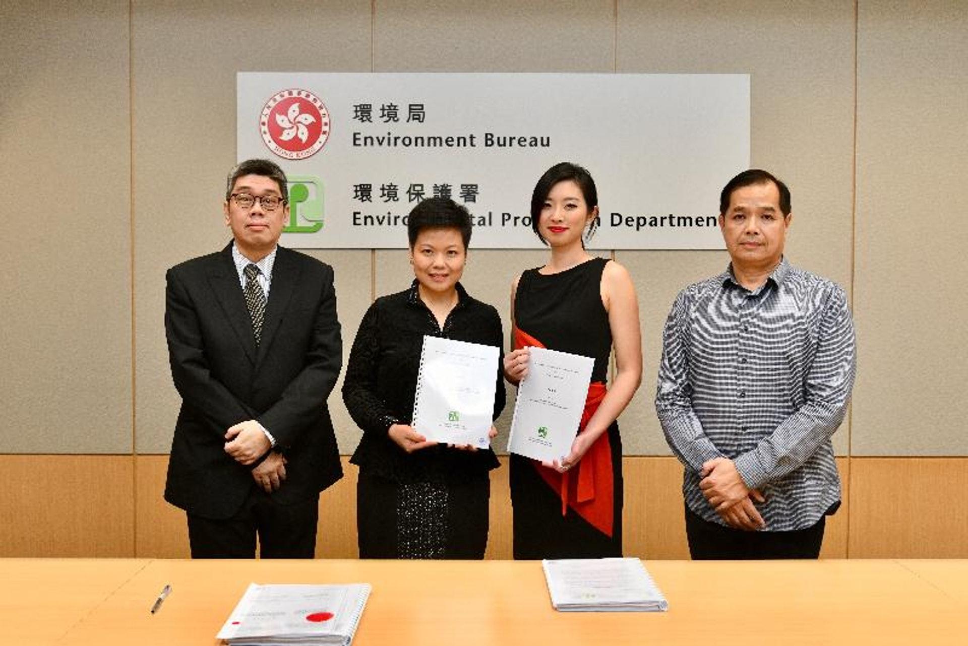 環保署及Rocsky International Limited雙方代表於簽署儀式合照。(環保署圖片)