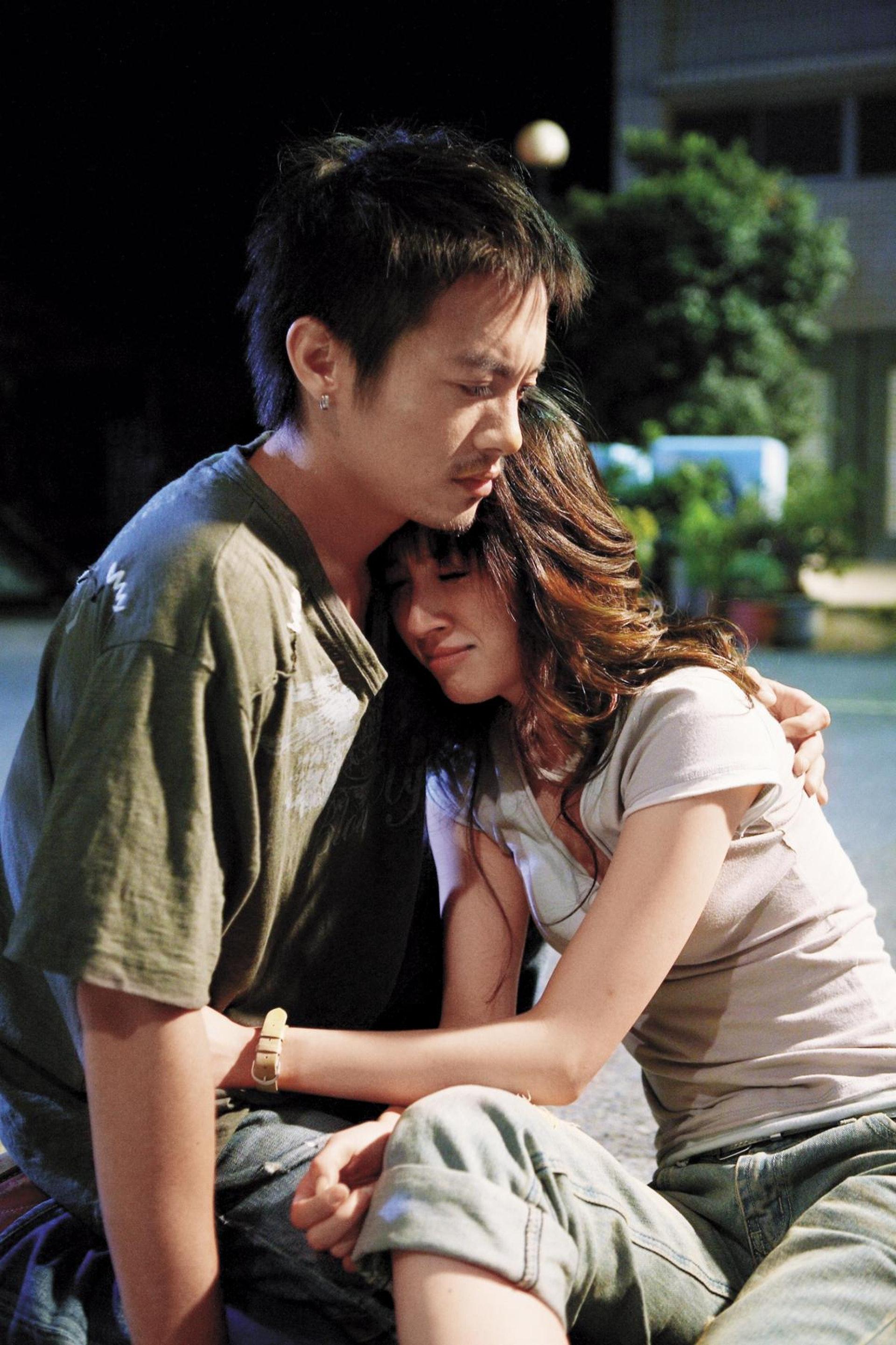 今日(30日)田中千繪跟范逸臣被拍到在大街十指緊扣。(電影劇照)