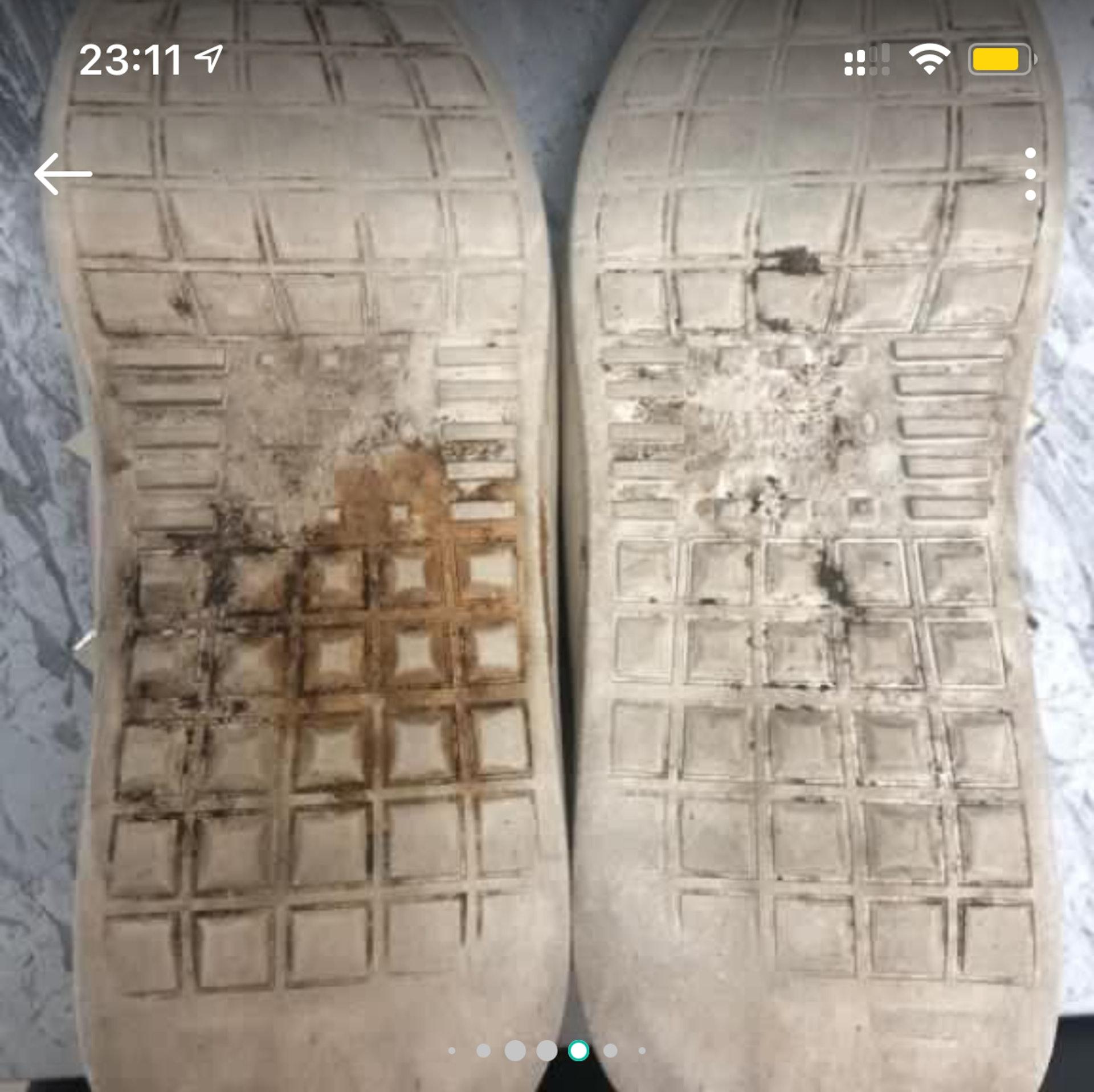 從產品圖可見,粉紅配白色的波鞋甚有年代感,鞋底邊泛黃,底部有明顯污及磨蝕,連品牌名都看不清。(連登討論區)