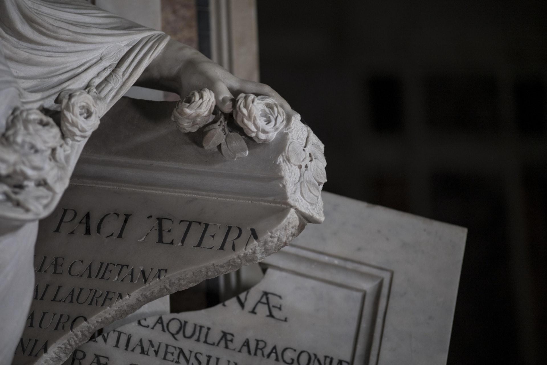 Antonio Corradini在1750年完成的《蒙面的真理》(Pudicizia,又稱謙遜或貞潔)。(圖片擷取自︰www.museosansevero.it)
