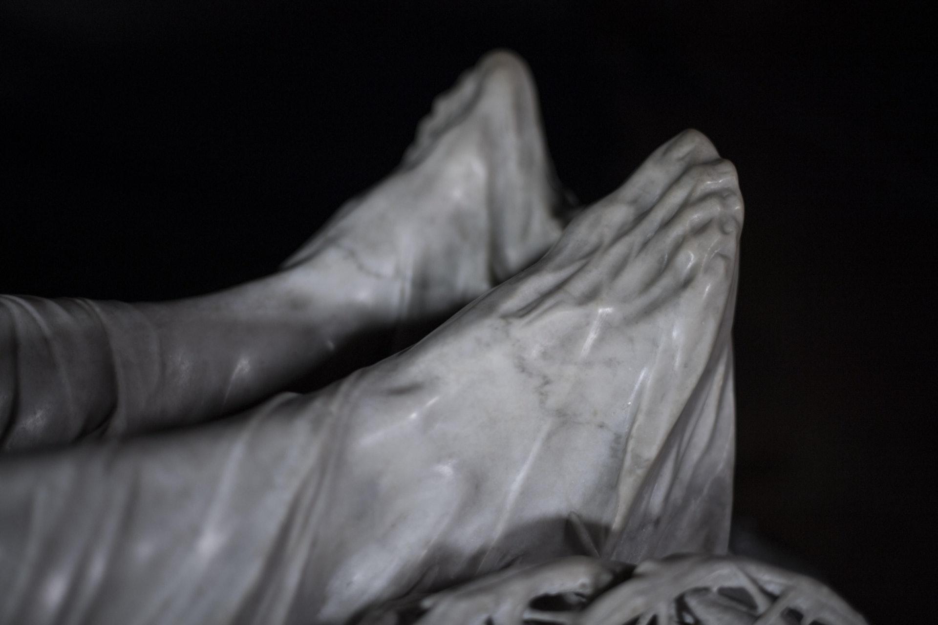 Giuseppe Sanmartino 於1753年創作的《裹屍布下的基督》(又稱蒙面的基督)。(圖片擷取自︰www.museosansevero.it)