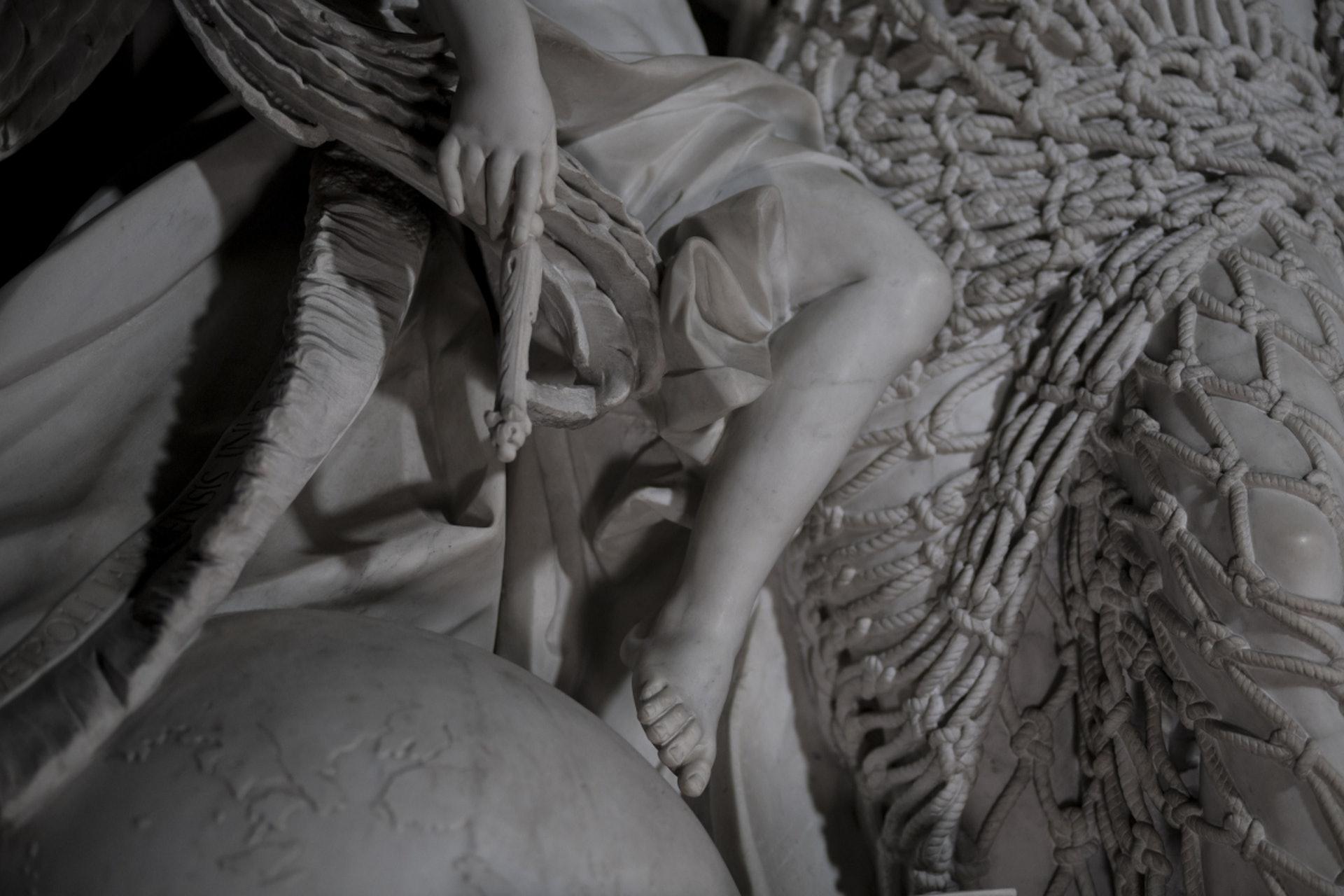 18世紀義大利熱那亞藝術家Francesco Queirolo的傑作《Il Disinganno》(從欺騙中解脫或覺醒)。(圖片擷取自︰museosansevero)