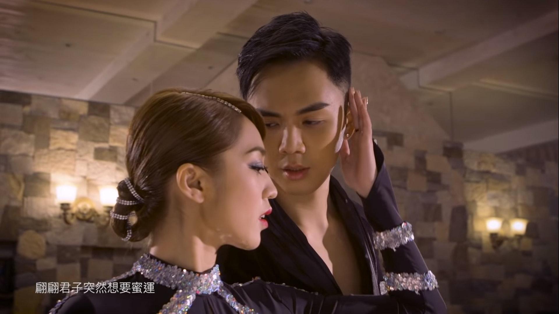 兩人早前亦推出合唱歌《迷魂陣》,在MV中大跳辣身舞,奉旨談情。(《迷魂陣》MV截圖)