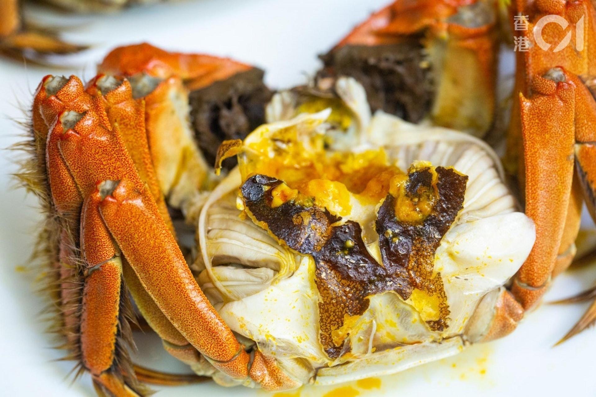 女士月經前亦不要吃太多大閘蟹,因太寒涼的食品會使經痛加劇及月經不順暢。(資料圖片/歐嘉樂攝)