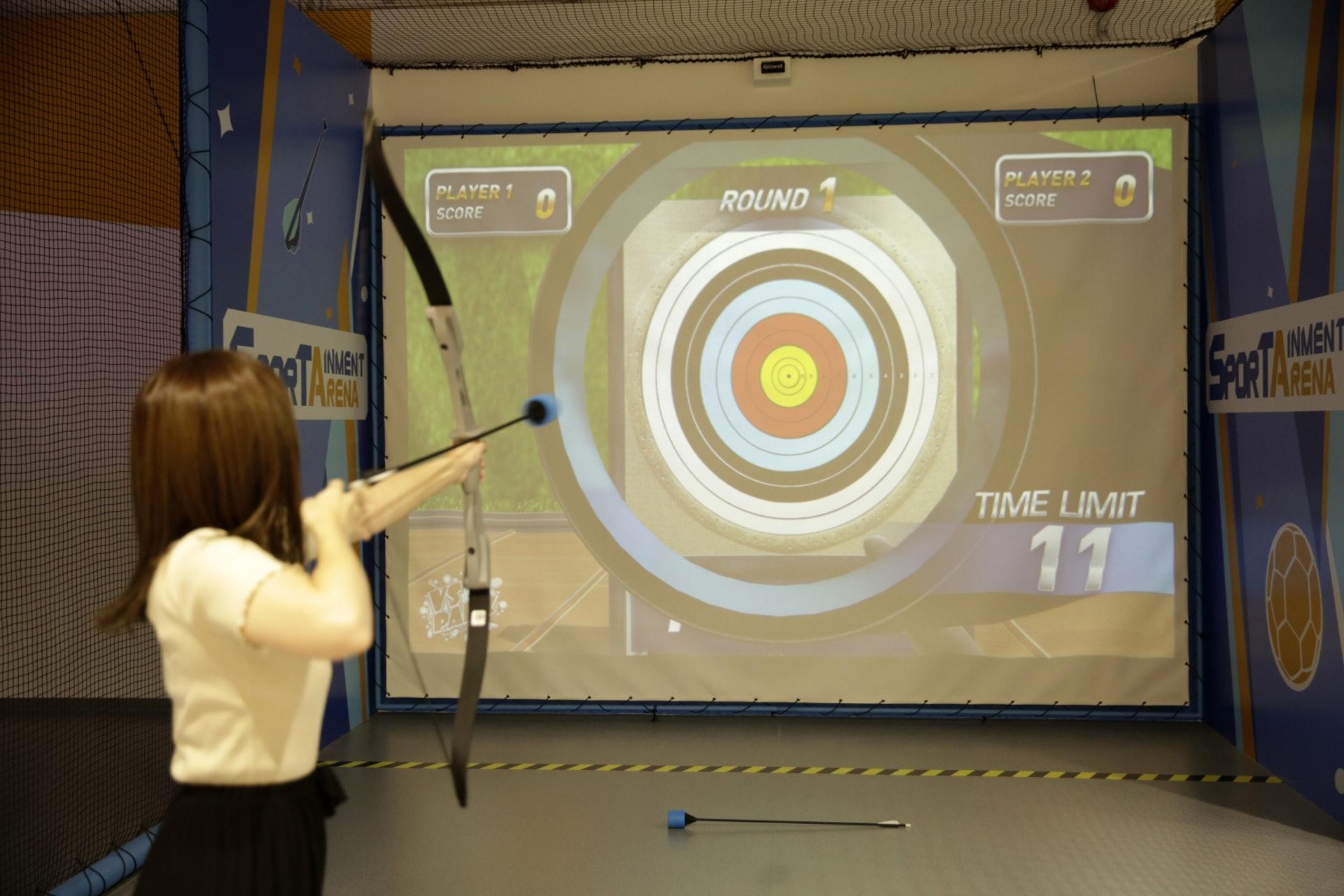 【3/VS ARCHERY】將箭射去投影箭靶得分!(龔嘉盛攝)