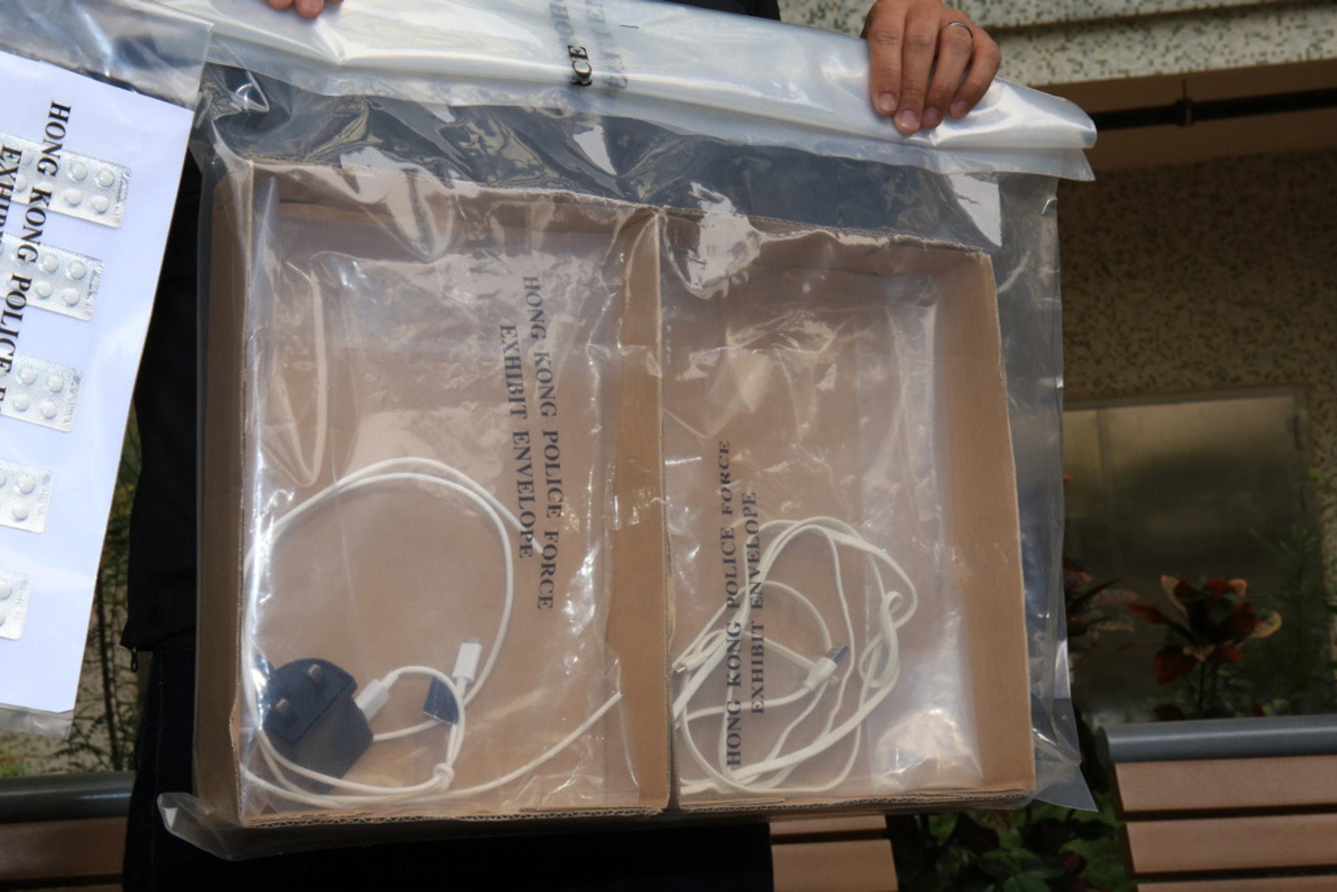 警方在單位內發現疑被告趙麗霞用以勒斃其子的USB電線。(資料圖片)