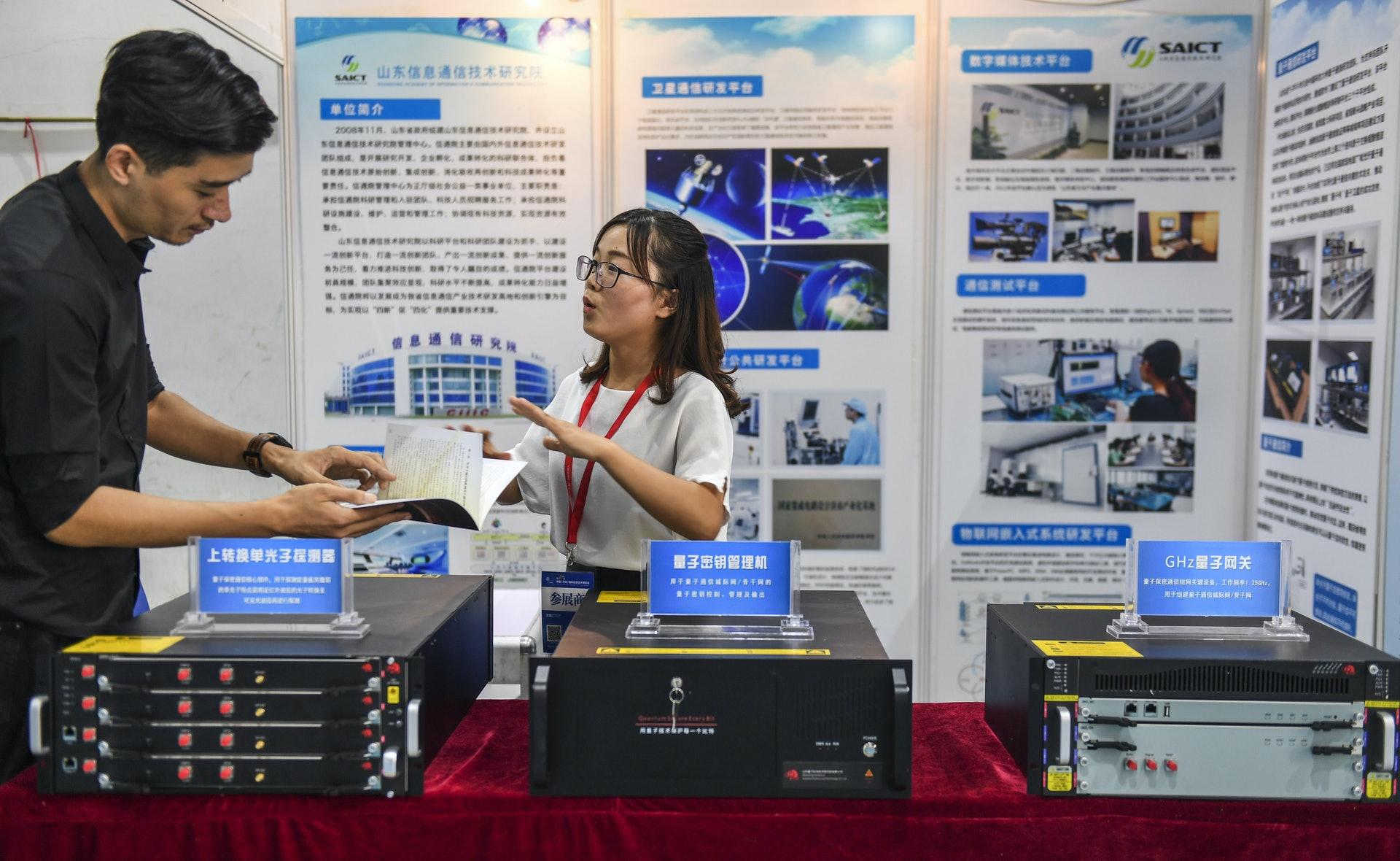 中国企业研发的量子通讯系统设备。(中新社)