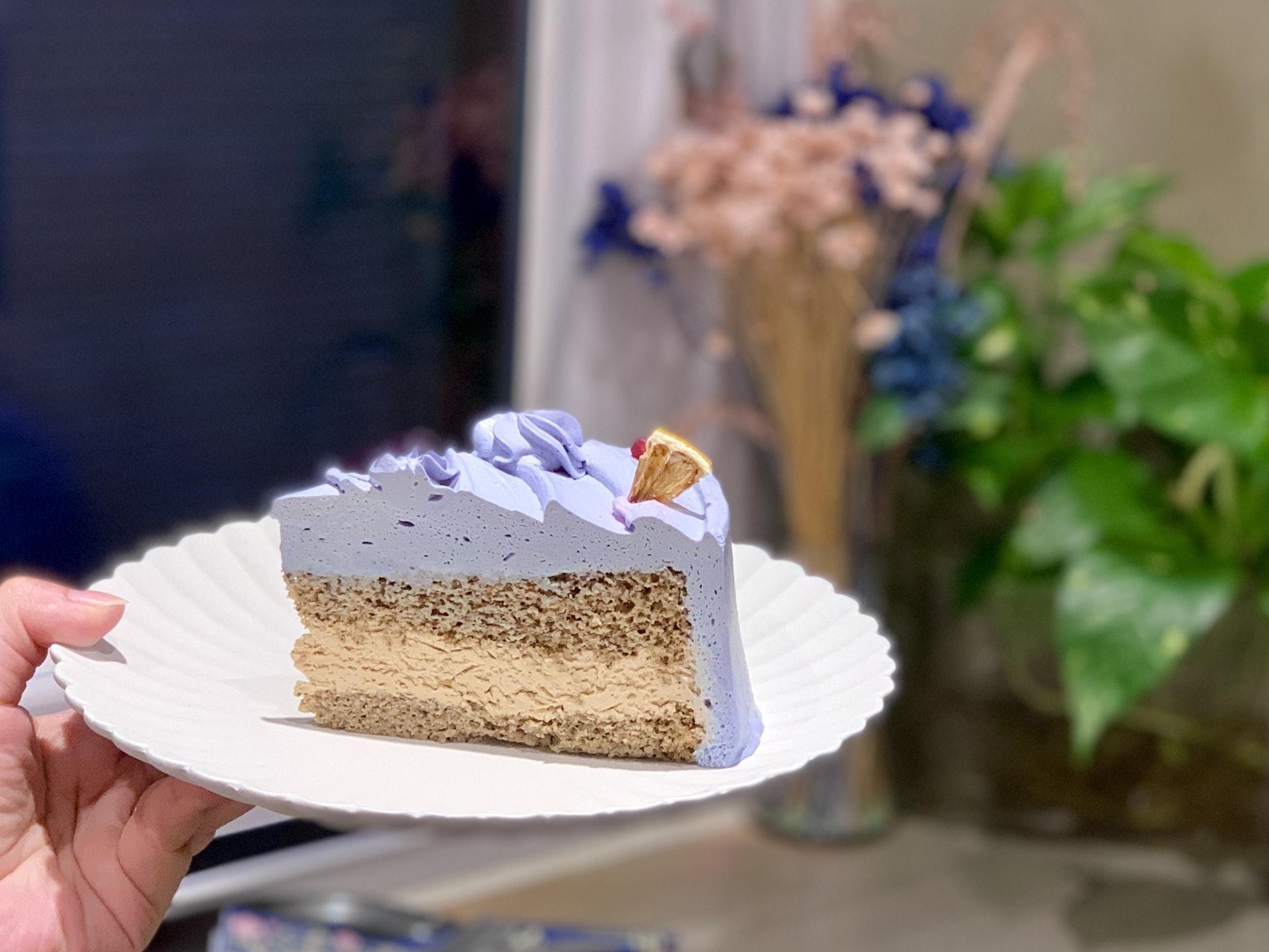 法式薰衣草伯爵茶蛋糕,,淡淡的薰衣草香味,伯爵茶海綿蛋糕味道不算濃郁。(駱煥琳攝)