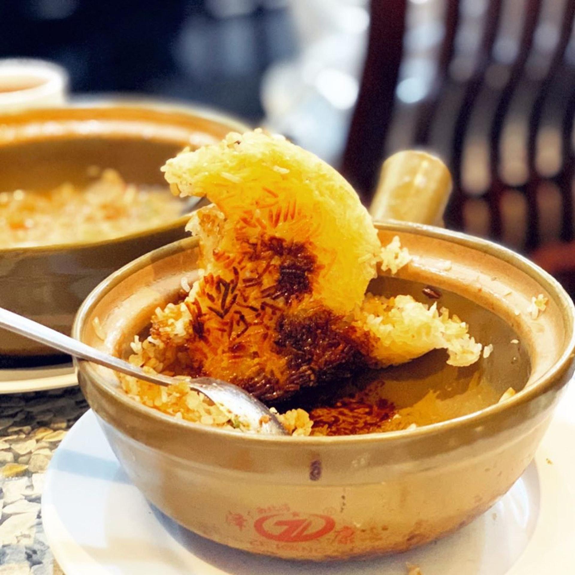 超大片金黃色、微微焦黑的飯焦,香脆有咬口。(ig@ hk.good.food)