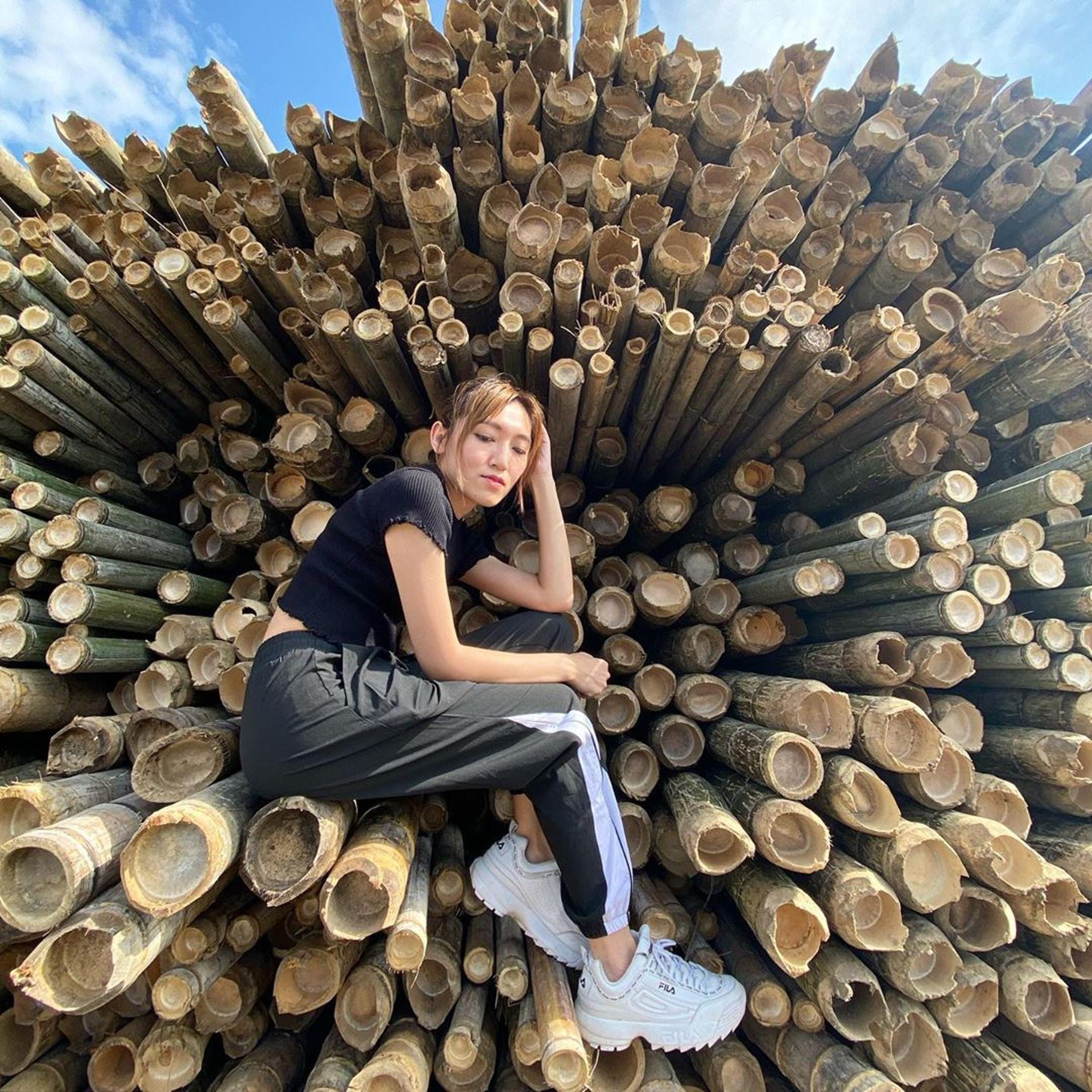 大堆竹枝砌成的竹棚是熱門的打卡背景板,不過要坐上去就有點危險,不要亂試。(ig@ chuangpig)
