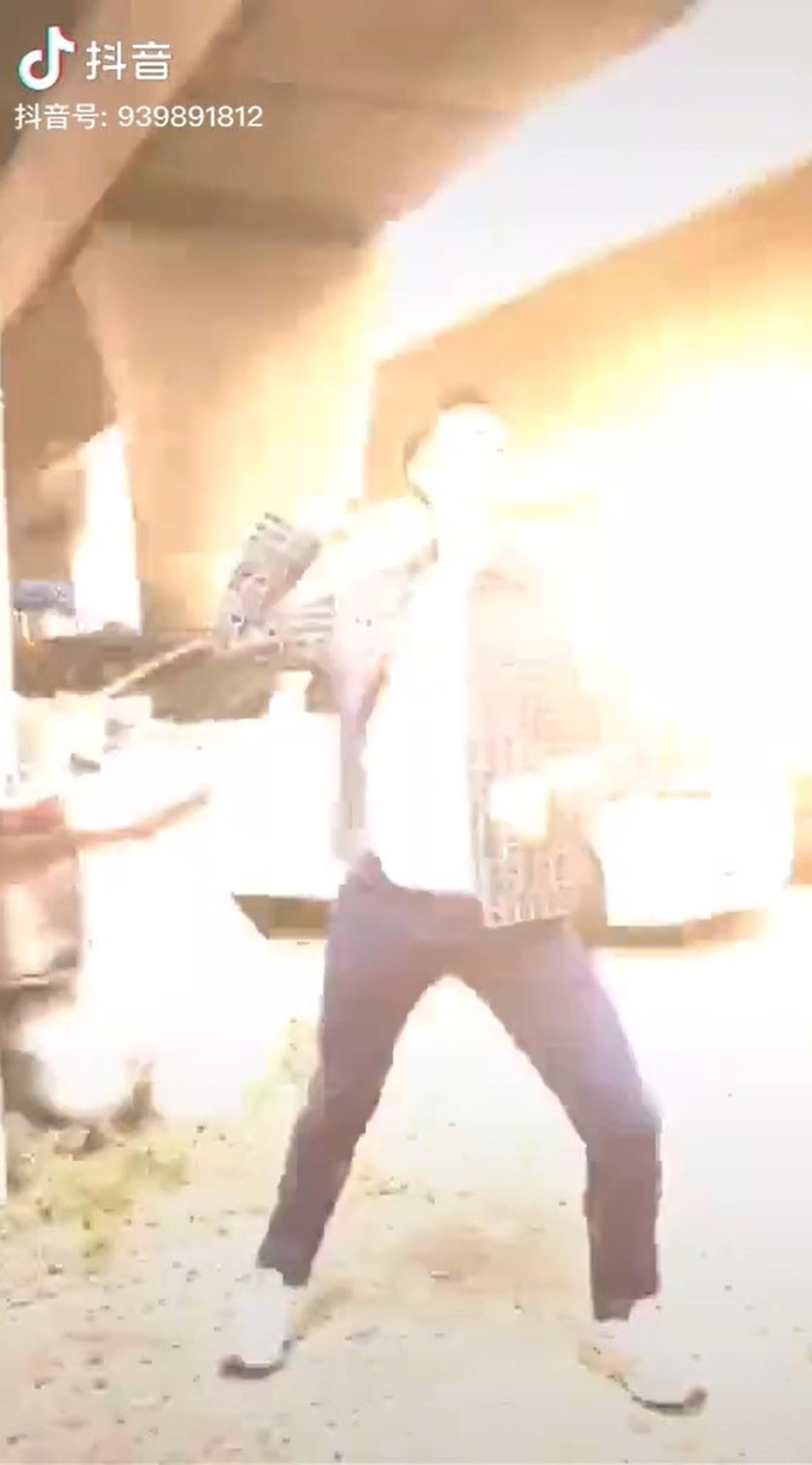 片段中的爆炸效果仍難掩濃濃的MK味道。(梁競徽抖音)