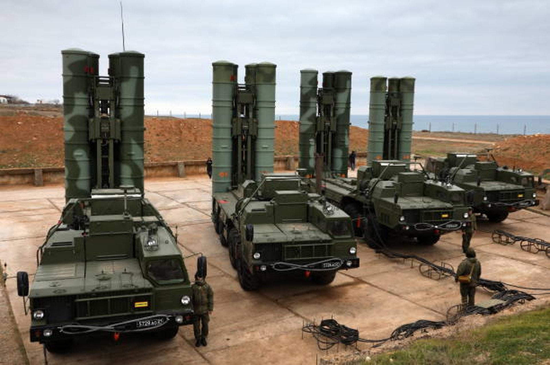 2018年1月13日,克里米亞塞瓦斯托波爾, 俄羅斯南部軍區導彈團的S-400 Triumf 系統正在執行常規戰備任務。這套當今世界最為先進的俄製反導系統,成為俄羅斯軍事硬權力的重要象徵之一。(GettyImages)