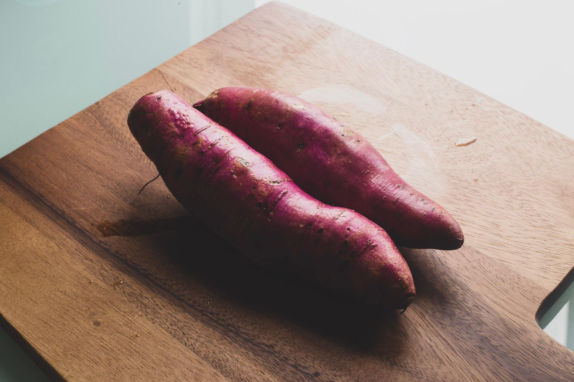 脾胃在早餐時吸收力最佳,此時食用番薯能增強其功效和利於人體吸收,令健脾益氣排毒美顏的功效更強。( Louis Hansel /Unsplash)