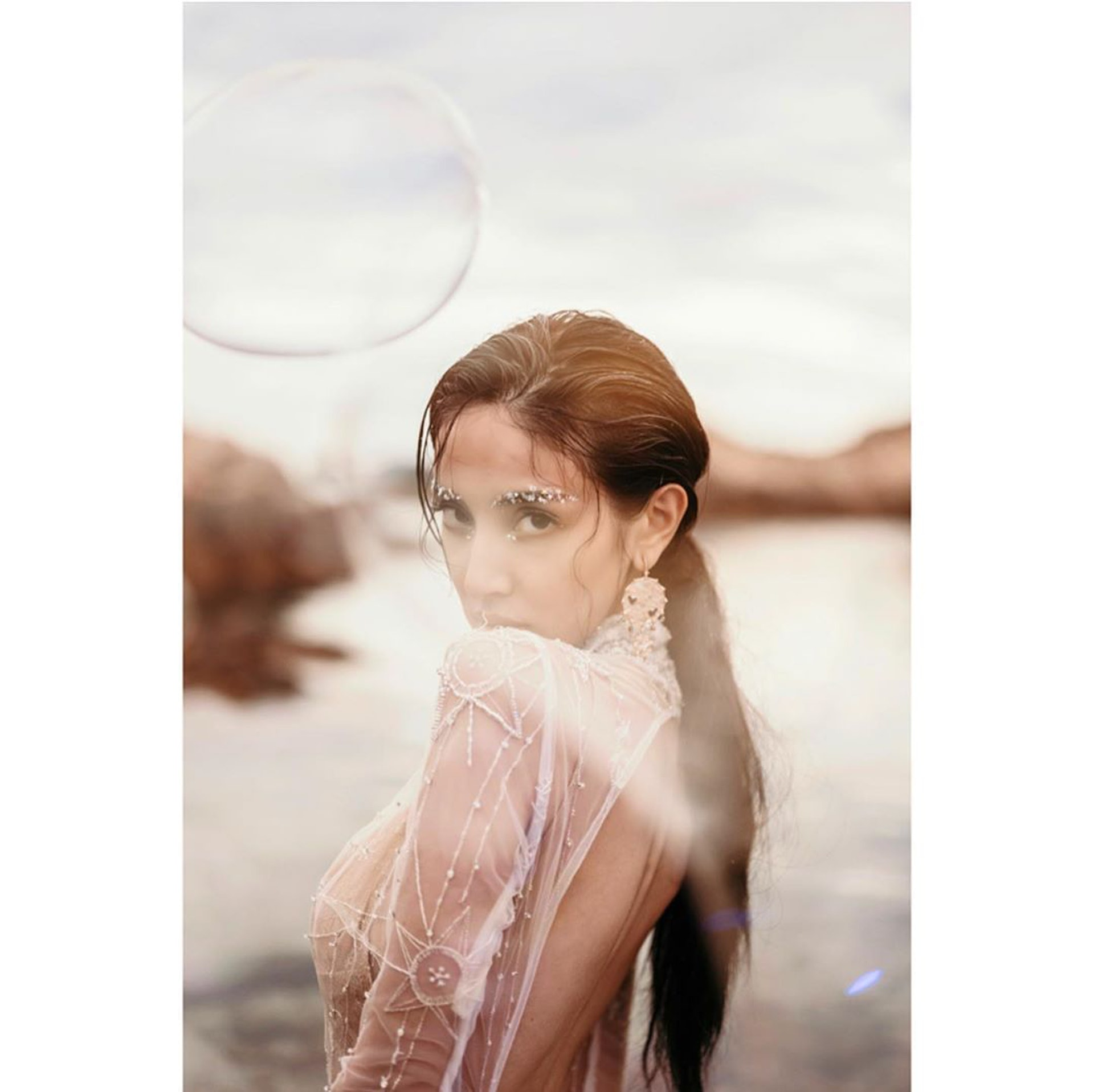 靚媽陳凱琳早前拍下一輯唯美婚紗照來紀念人生重要的時刻。(IG/ @ghlchan)