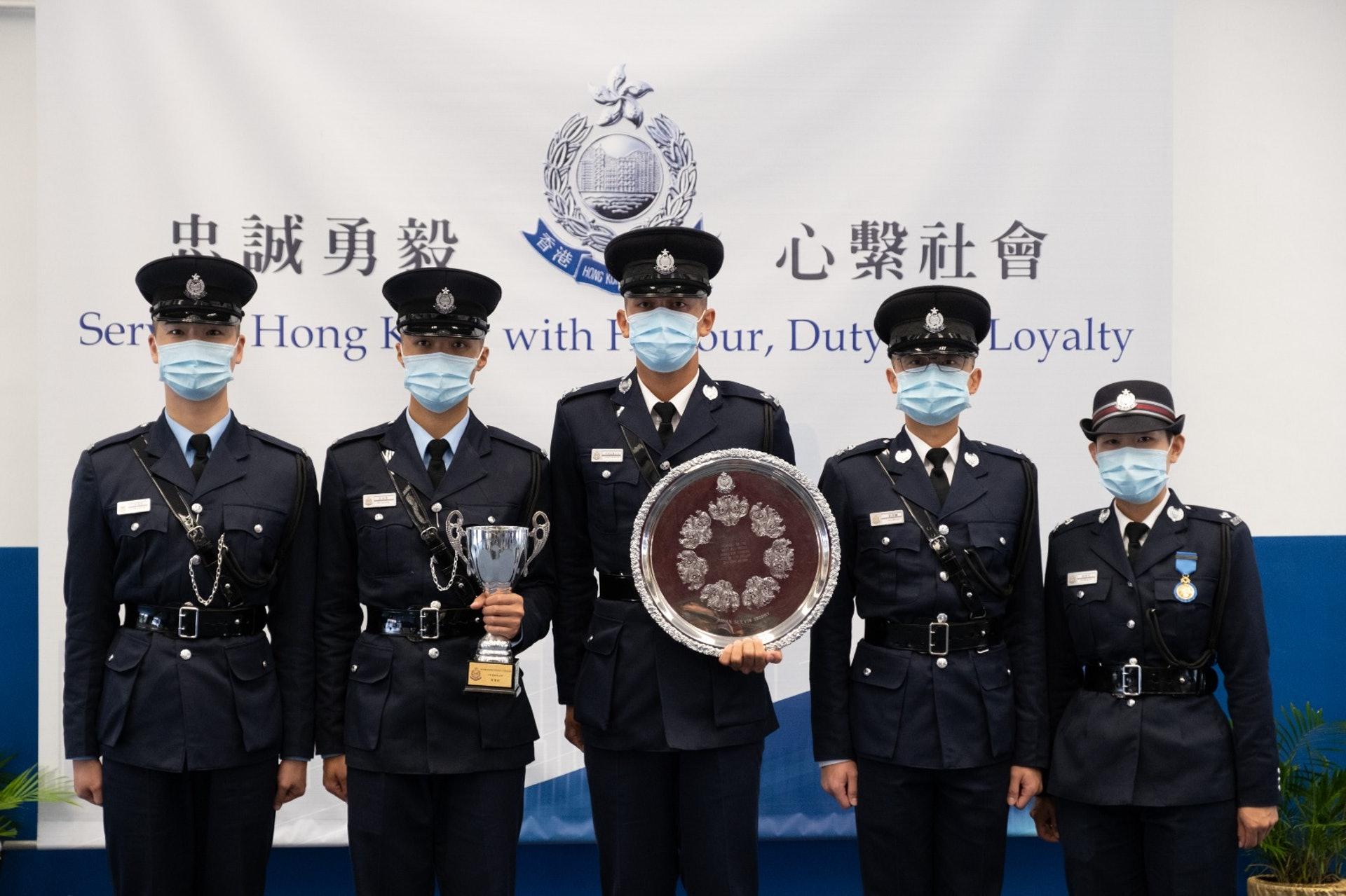 五名畢業督察和警員表示,不擔心在敏感的社會形勢下加入警隊被起底。(梁鵬威攝)