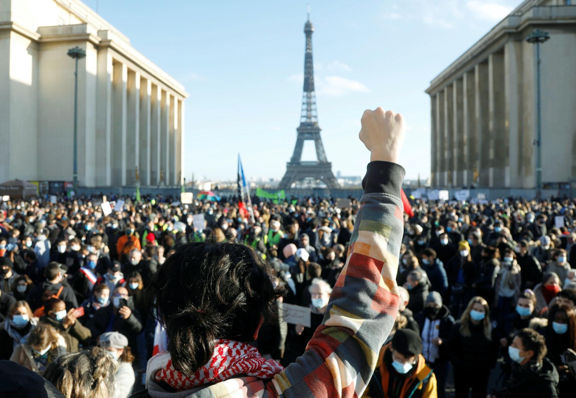 法國示威:圖為11月21日,巴黎特羅卡德羅廣場人山人海的情景。(Reuters)