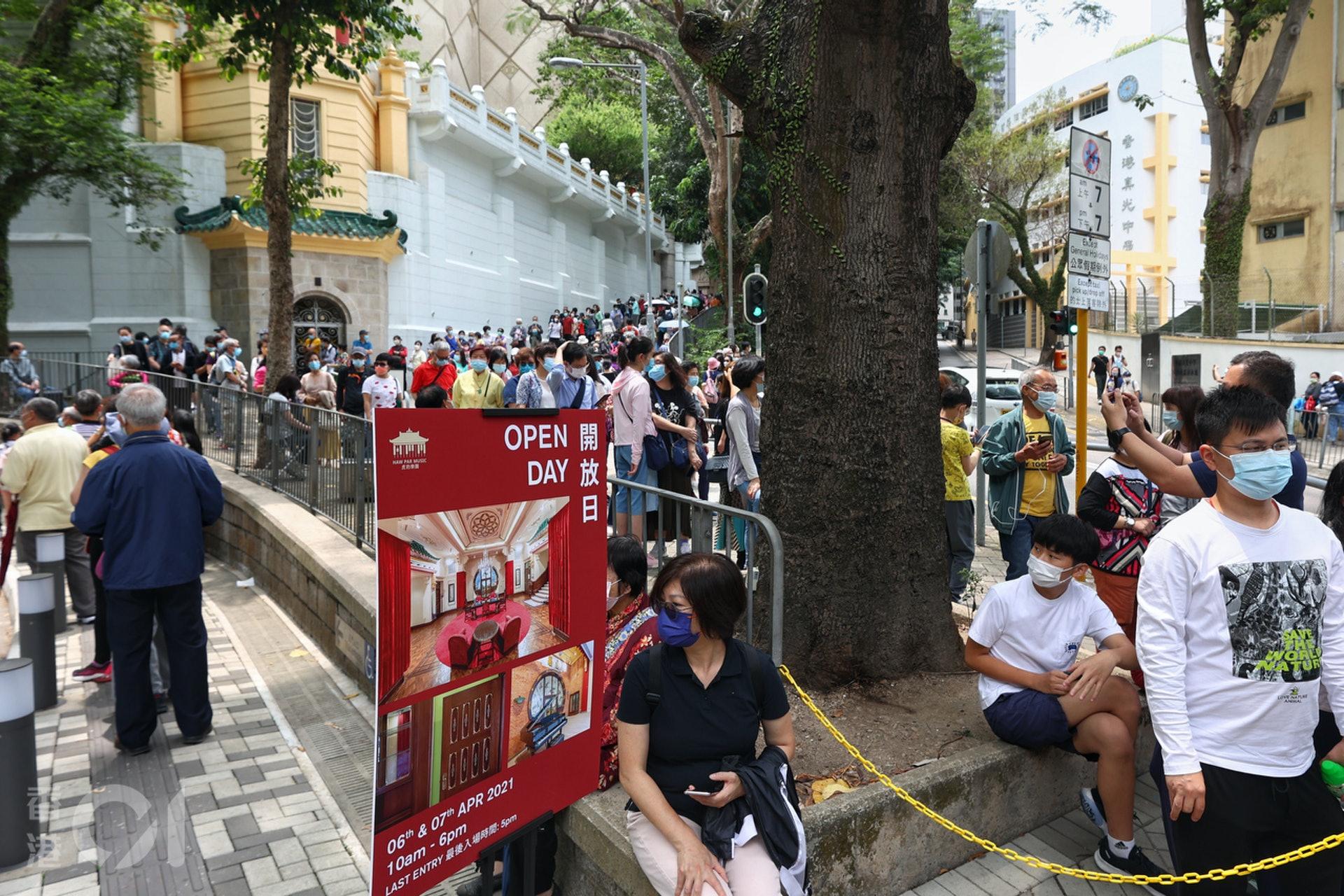 虎豹別墅全幢開放 數百人等候兩小時入場 婆婆參觀回憶拍拖時光