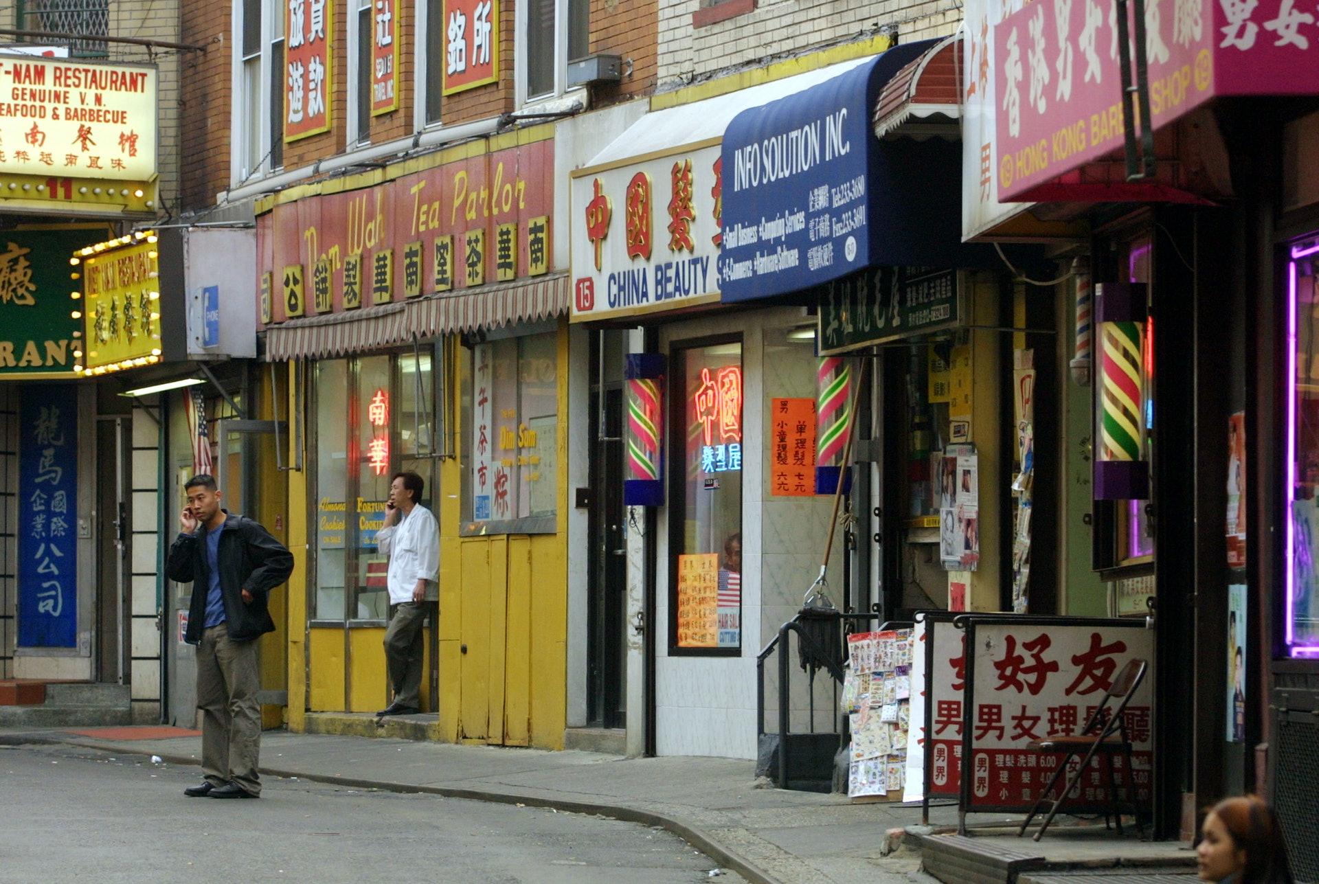 美國紐約唐人街一隅,攝於2001年。(Getty Images)