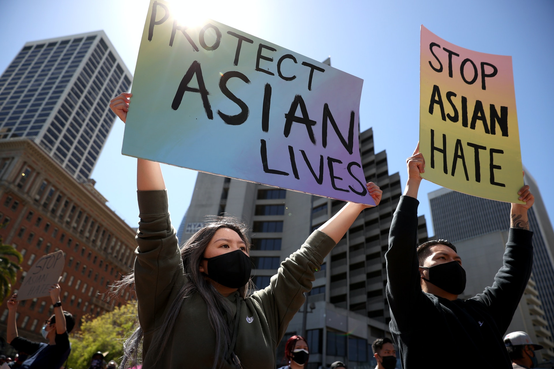 今年3月亞特蘭大按摩中心槍擊案發生後,美國多個城市出現呼籲「停止亞裔仇恨」的示威活動。(Getty Images)