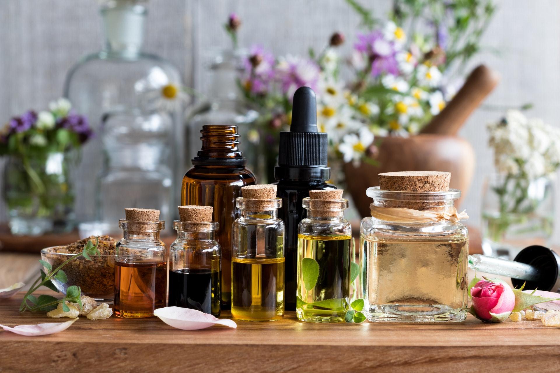 頭療可配合艾灸或精油進行。(圖片:iStock)