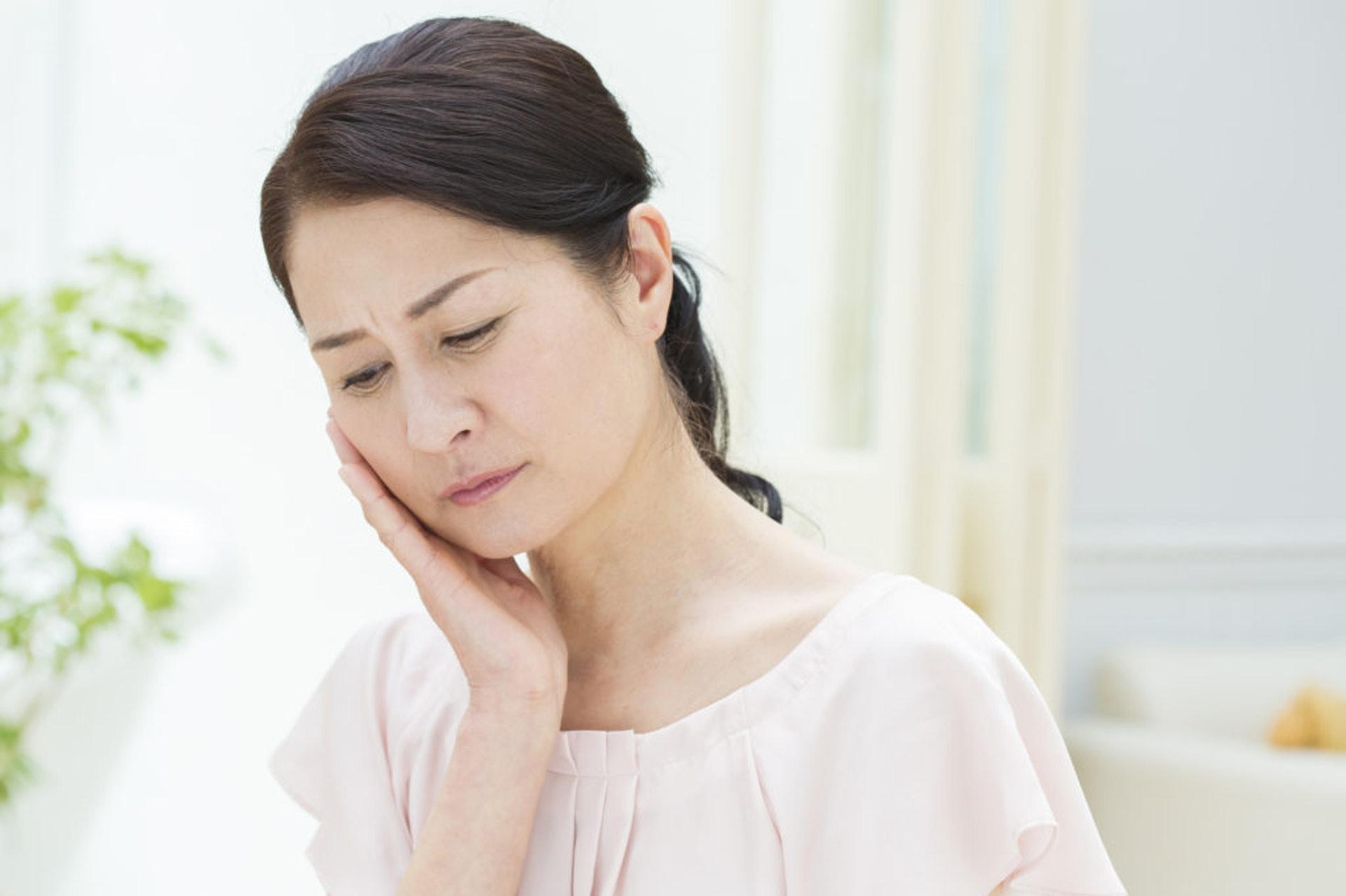 女士更年期的常見徵狀有潮熱、心悸、盜汗、失眠、心煩氣燥等,中醫統稱為「絕經前後諸症」。(圖片:vitabox.tw)