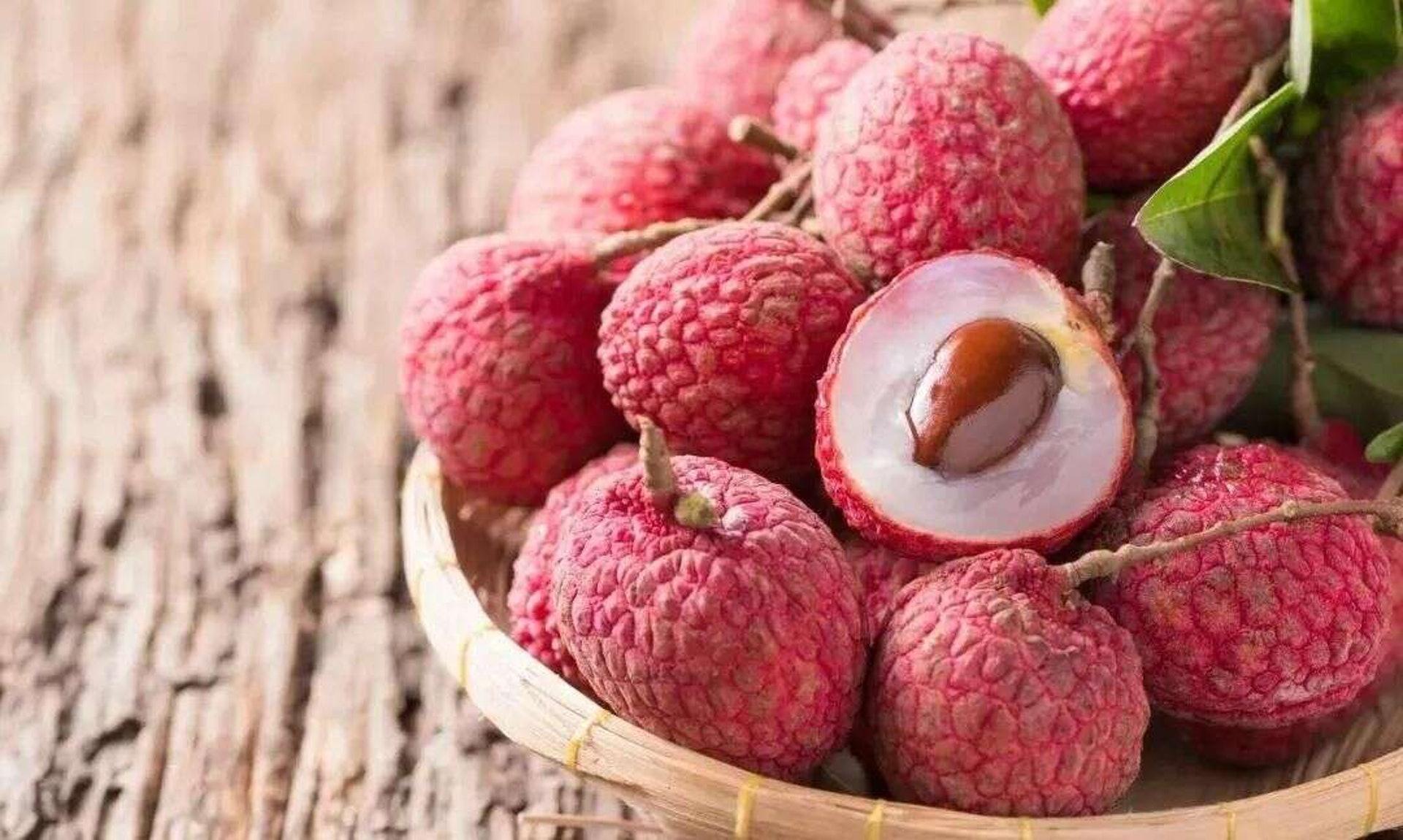 荔枝可促進食慾,而且有補心安神、開胃益脾、補腦健身的功效。但俗語說「一粒荔枝三把火」,吃過多會上火。(圖片:nanmuxuan)