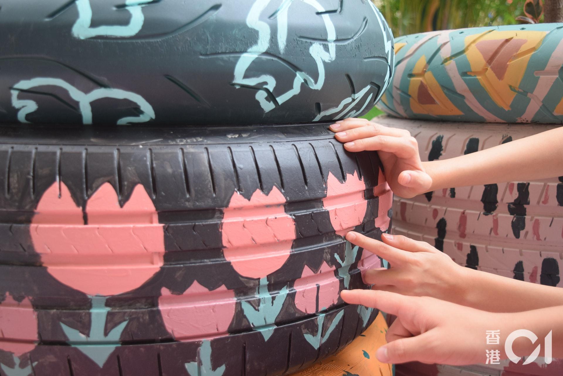 漢師德萃學校六年級學生馮哲及林家慧是分組繪畫車軚的組員。