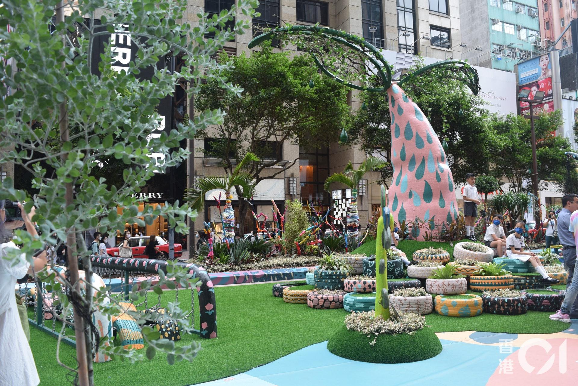 時代廣場與植物花園莆町Botanic Union邀請了德萃小學部和幼兒園部合作,以環保物料打造一個大型戶外植物遊樂園《It's Play Time!》。